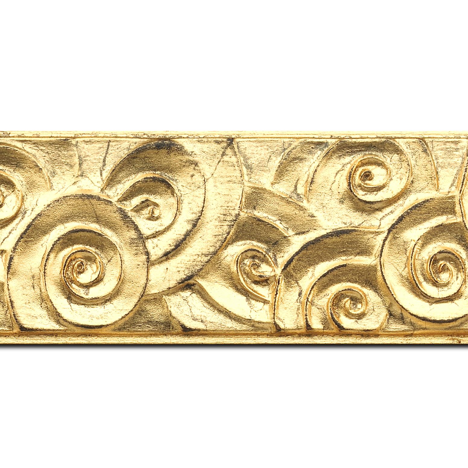 Pack par 12m, bois profil plat largeur 7cm or à la feuille effet tourbillon (longueur baguette pouvant varier entre 2.40m et 3m selon arrivage des bois)