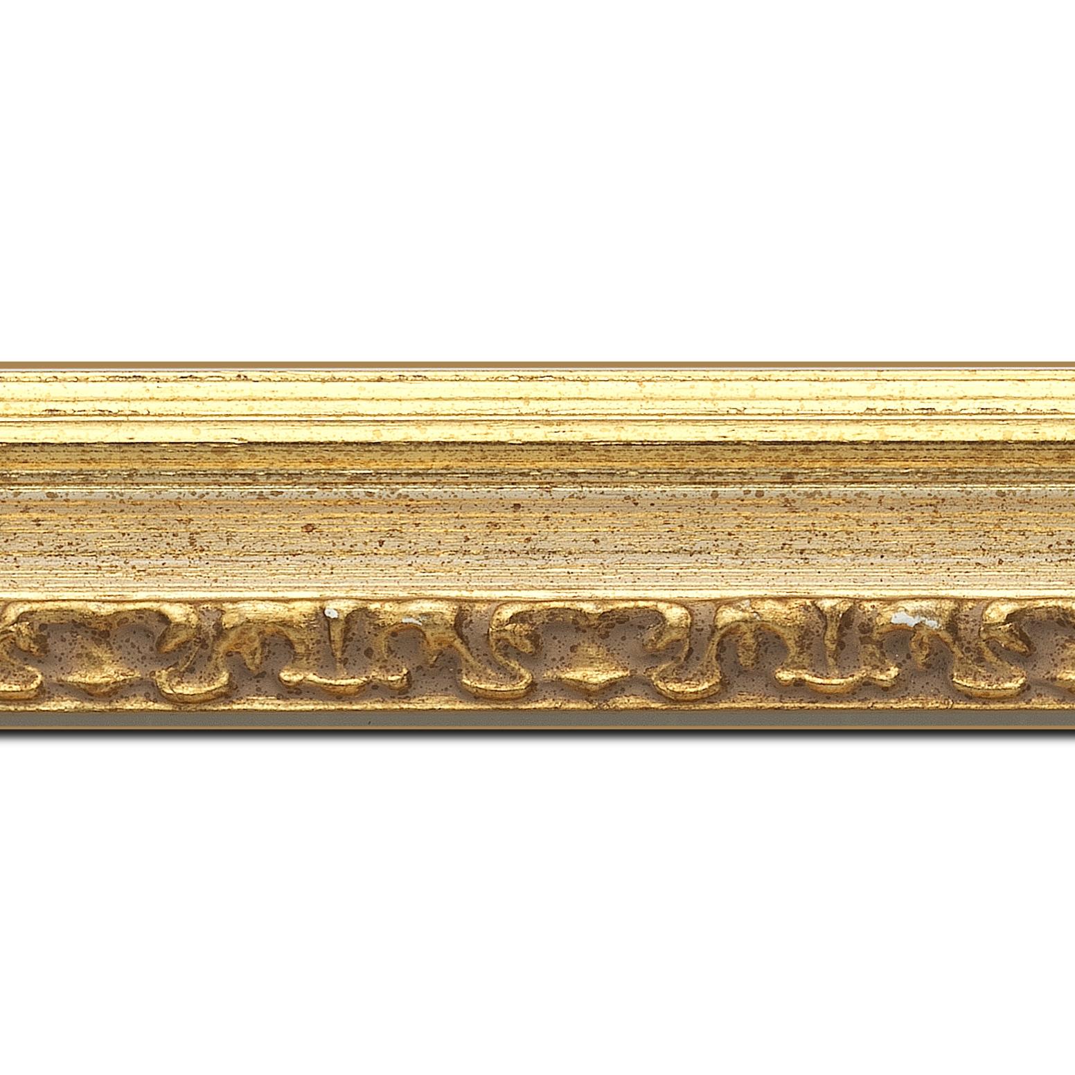 Baguette longueur 1.40m bois profil incurvé largeur 5.1cm couleur or patiné à la feuille gorge crème fond or nez ornement