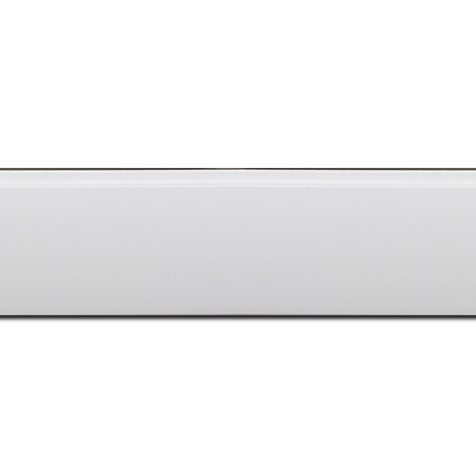 Baguette longueur 1.40m bois profil en pente méplat largeur 4.8cm couleur  blanc mat surligné par une gorge extérieure blanche : originalité et élégance assurée