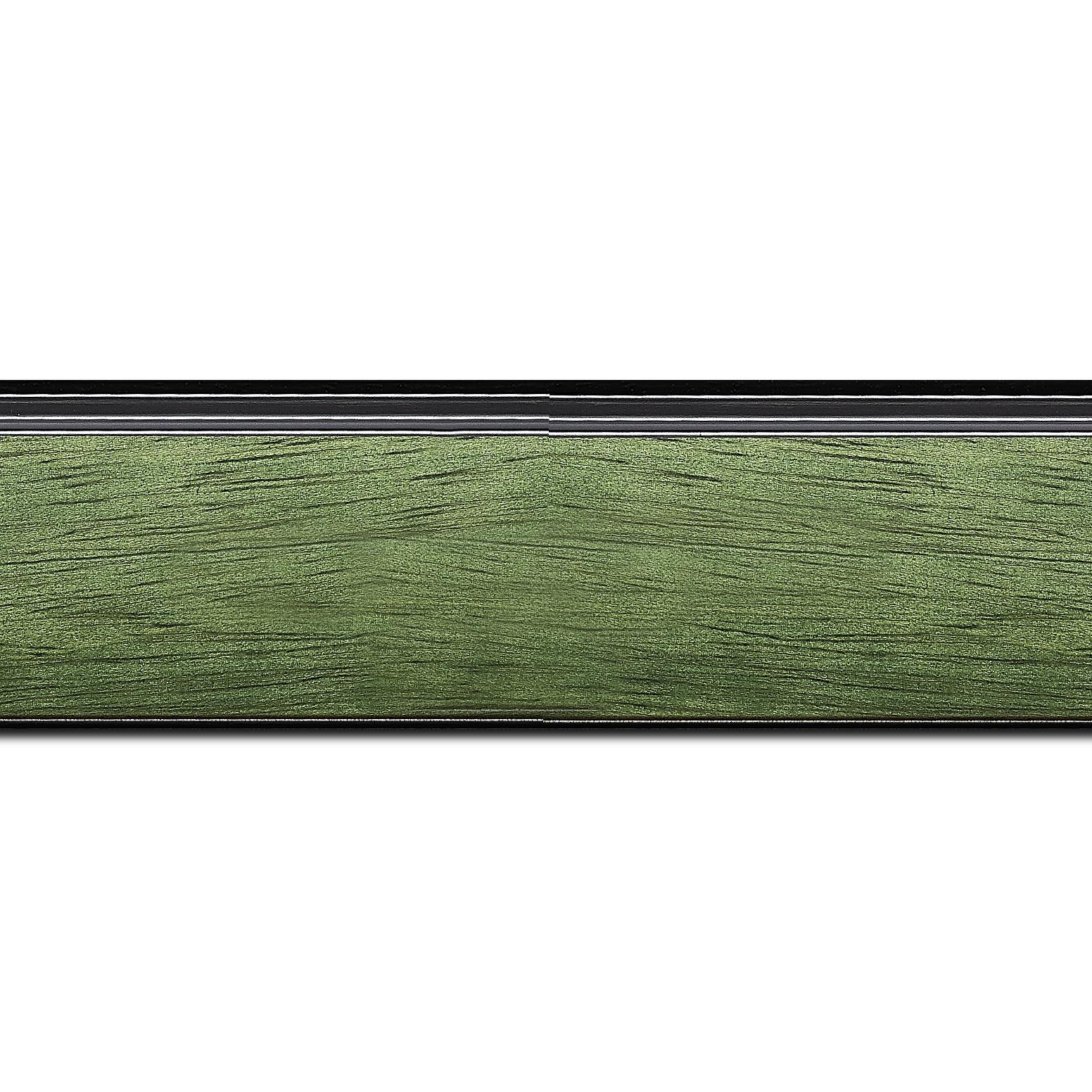 Pack par 12m, bois profil incliné en pente largeur 4.8cm couleur vert sapin satiné surligné par une gorge extérieure noire : originalité et élégance assurée (longueur baguette pouvant varier entre 2.40m et 3m selon arrivage des bois)
