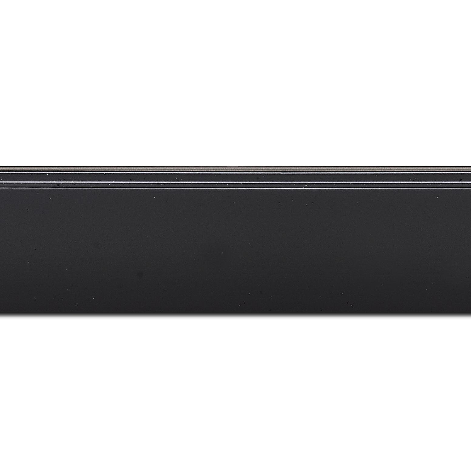 Pack par 12m, bois profil en pente méplat largeur 4.8cm couleur noir mat surligné par une gorge extérieure noire : originalité et élégance assurée (longueur baguette pouvant varier entre 2.40m et 3m selon arrivage des bois)