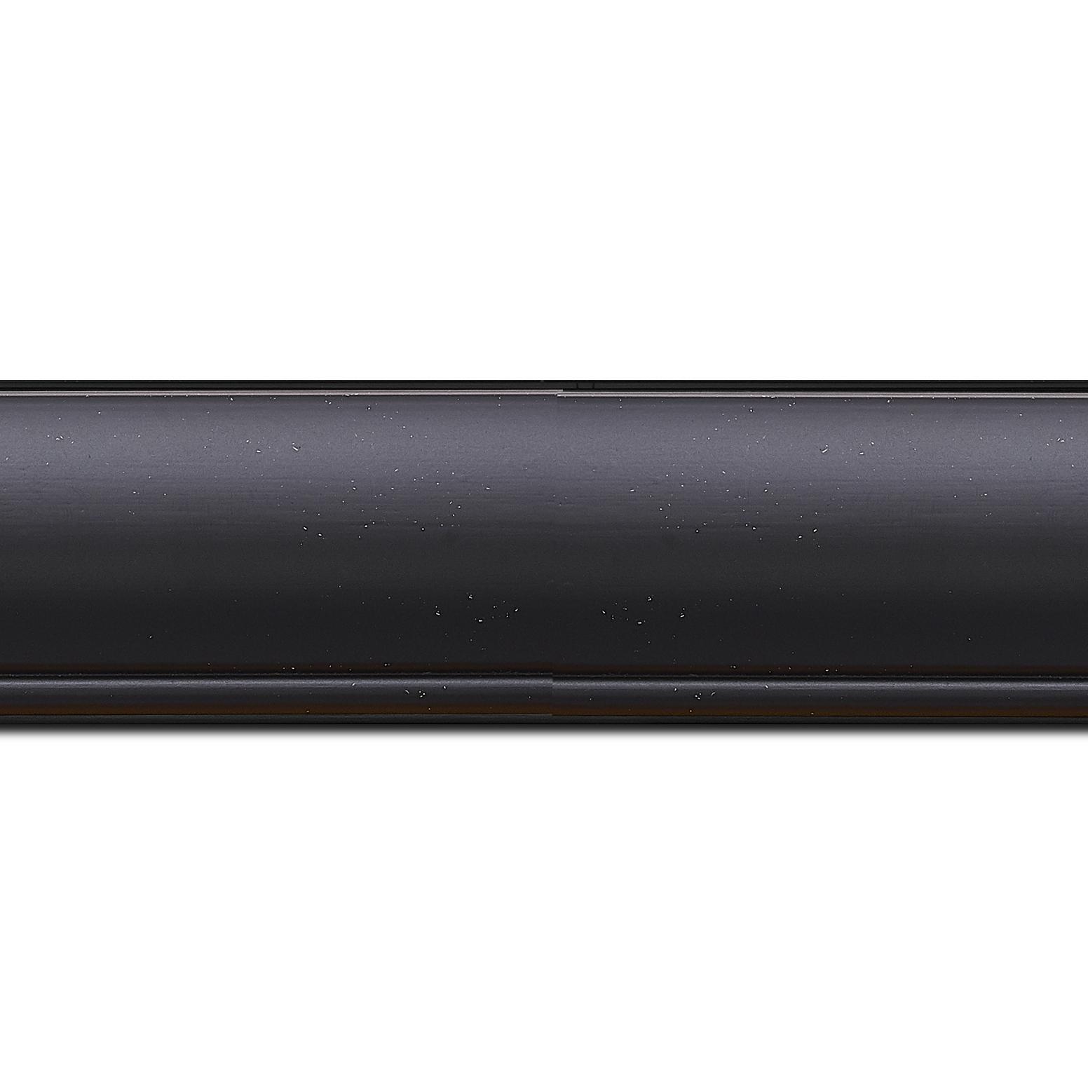 Baguette longueur 1.40m bois profil arrondi largeur 4.7cm couleur noir mat finition pore bouché filet noir mat