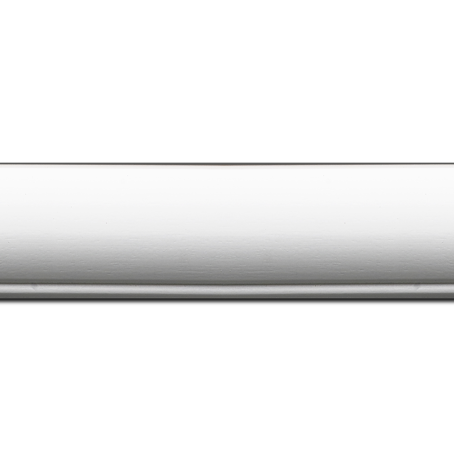 Baguette longueur 1.40m bois profil arrondi largeur 4.7cm couleur blanc mat finition pore bouché filet blanc