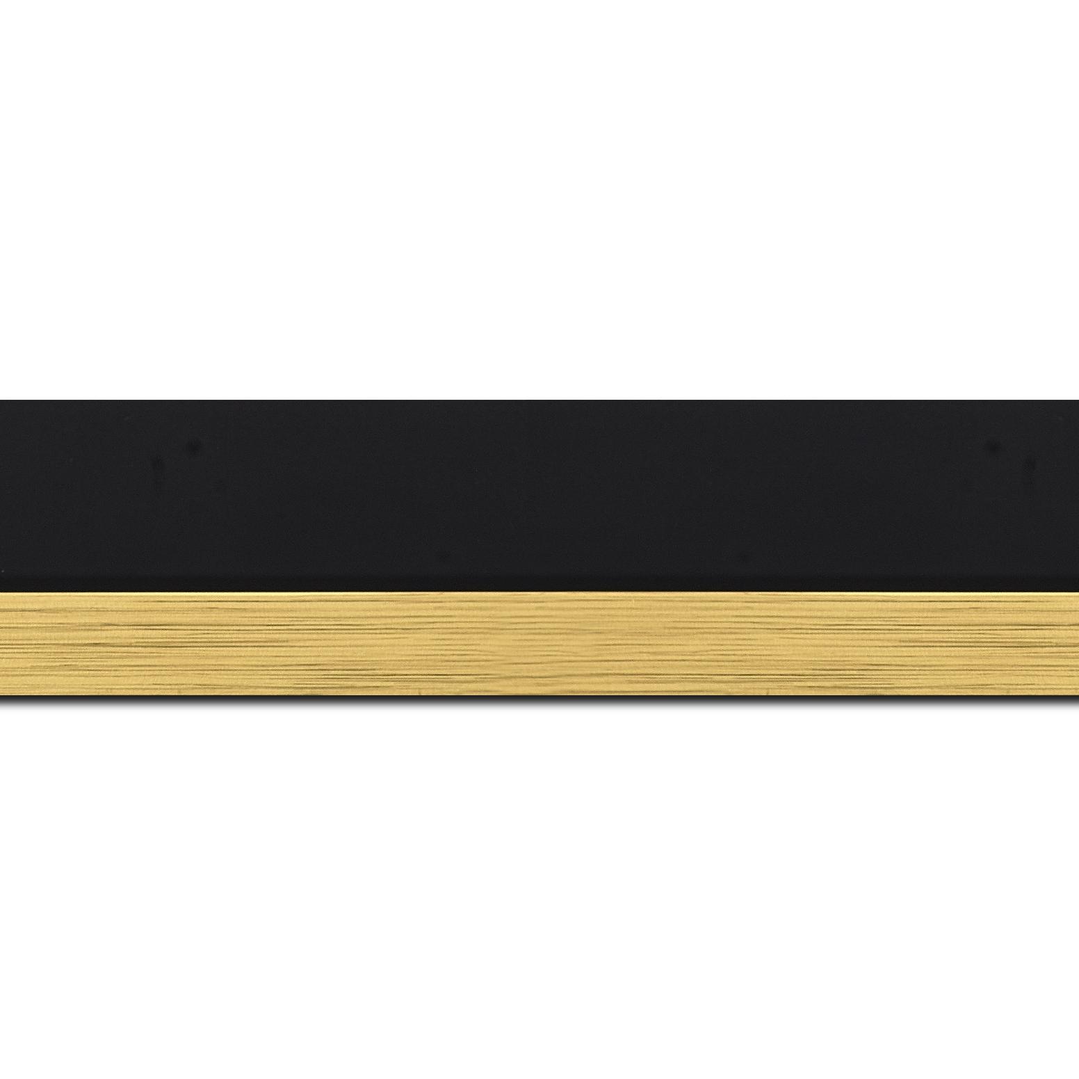 Pack par 12m, bois profil plat largeur 4.5cm couleur noir mat nez or finition pore bouché (longueur baguette pouvant varier entre 2.40m et 3m selon arrivage des bois)