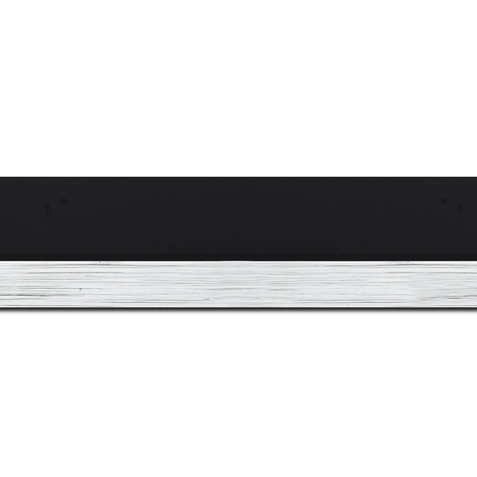 Pack par 12m, bois profil plat largeur 4.5cm couleur noir mat nez argent finition pore bouché (longueur baguette pouvant varier entre 2.40m et 3m selon arrivage des bois)