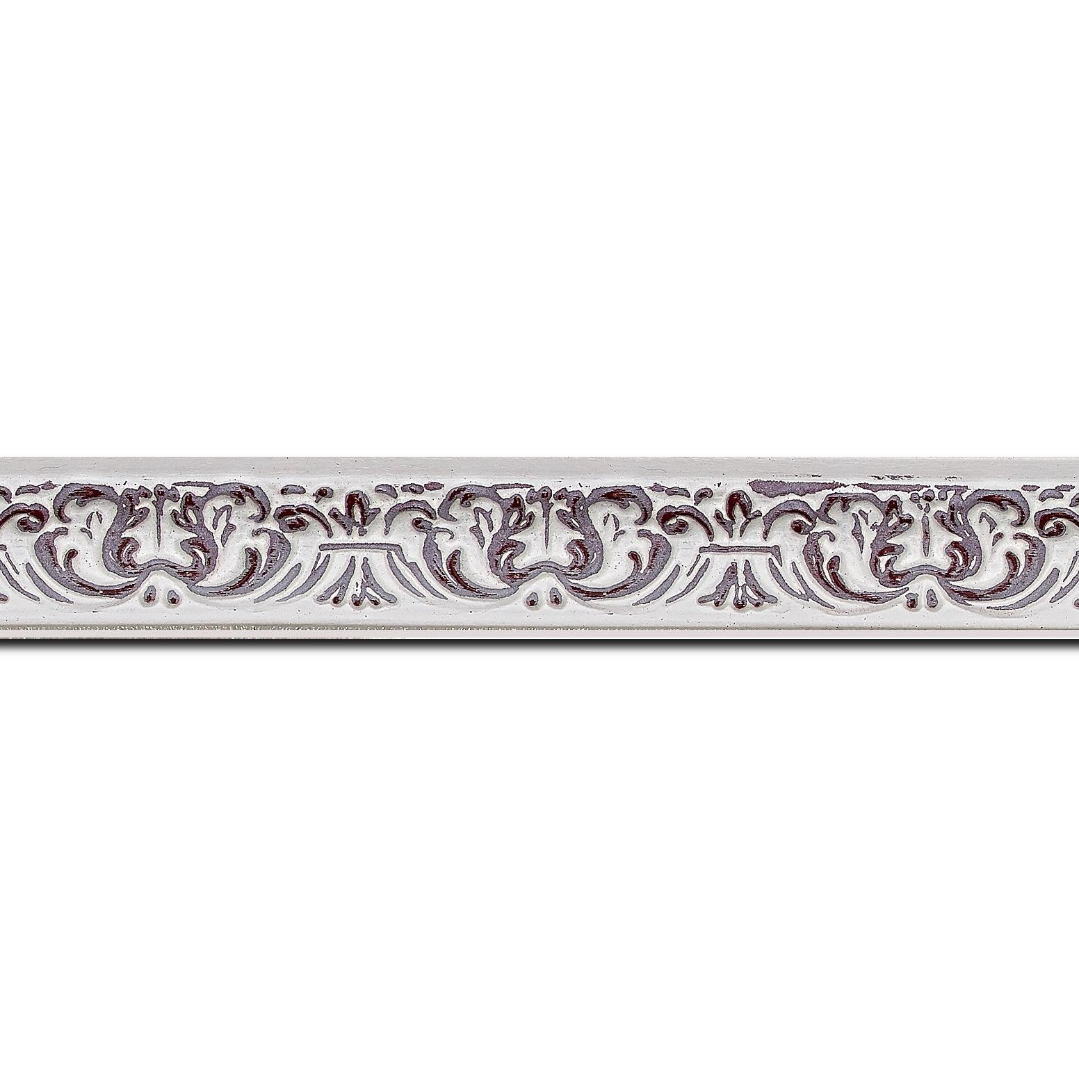 Baguette longueur 1.40m bois profil incurvé largeur 2.6cm couleur rouge cerise en relief sur fond blanchie