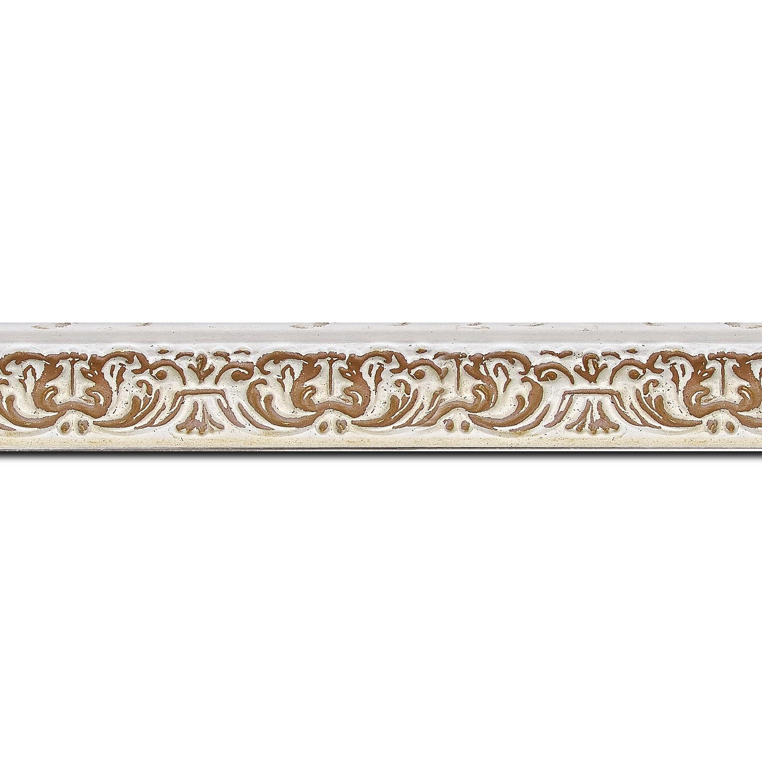Pack par 12m, bois profil incurvé largeur 2.6cm couleur naturel en relief sur fond blanchie (longueur baguette pouvant varier entre 2.40m et 3m selon arrivage des bois)