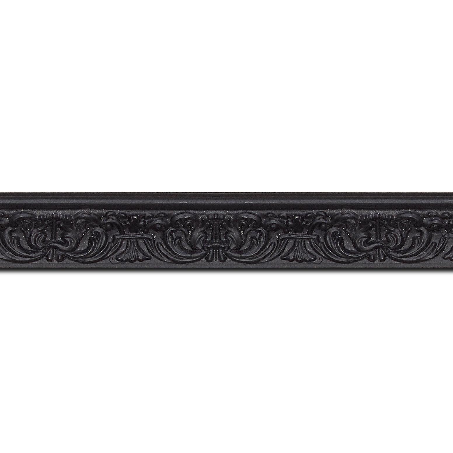 Pack par 12m, bois profil incurvé largeur 2.6cm couleur noir en relief sur fond noir (longueur baguette pouvant varier entre 2.40m et 3m selon arrivage des bois)