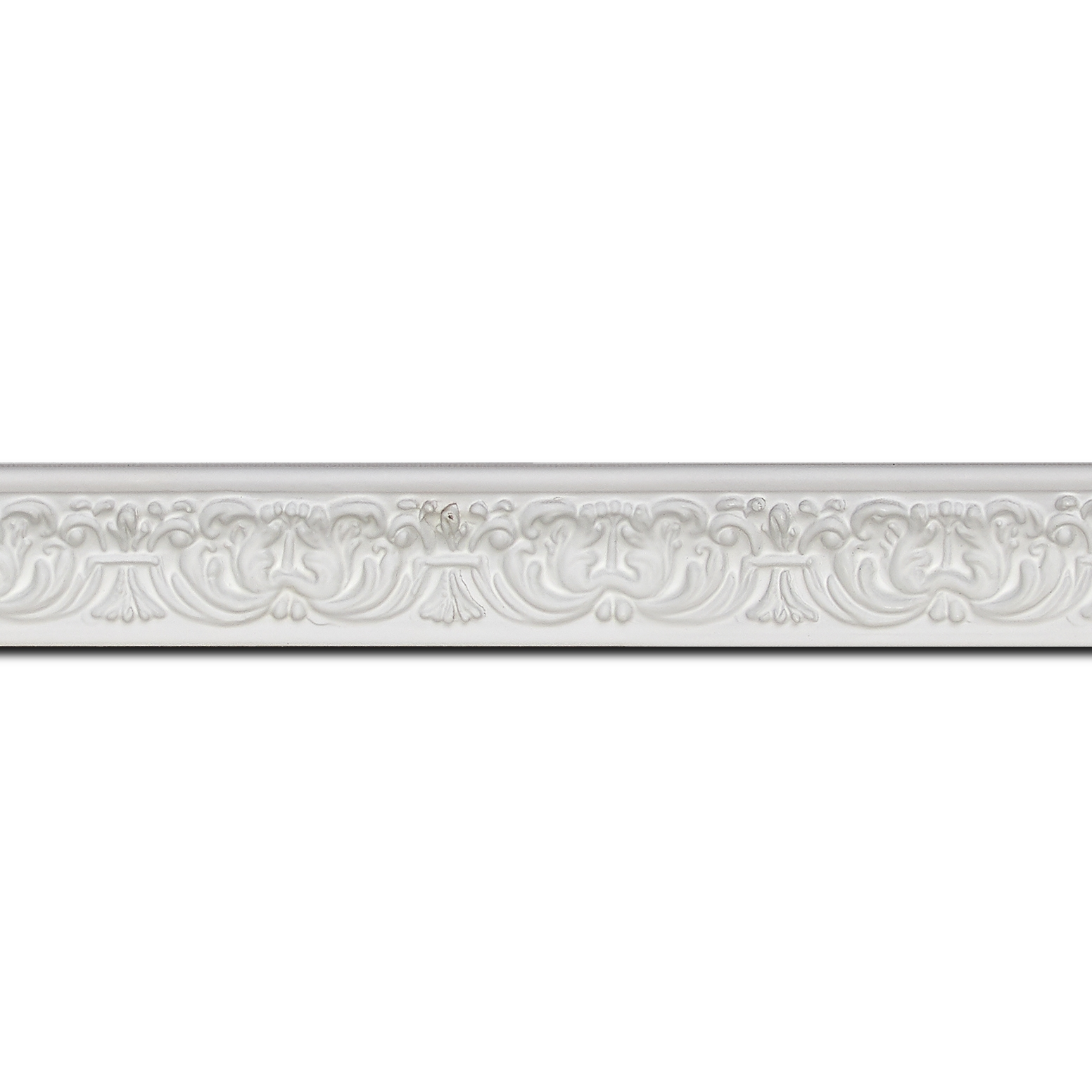 Pack par 12m, bois profil incurvé largeur 2.6cm couleur blanc en relief sur fond blanc(longueur baguette pouvant varier entre 2.40m et 3m selon arrivage des bois)
