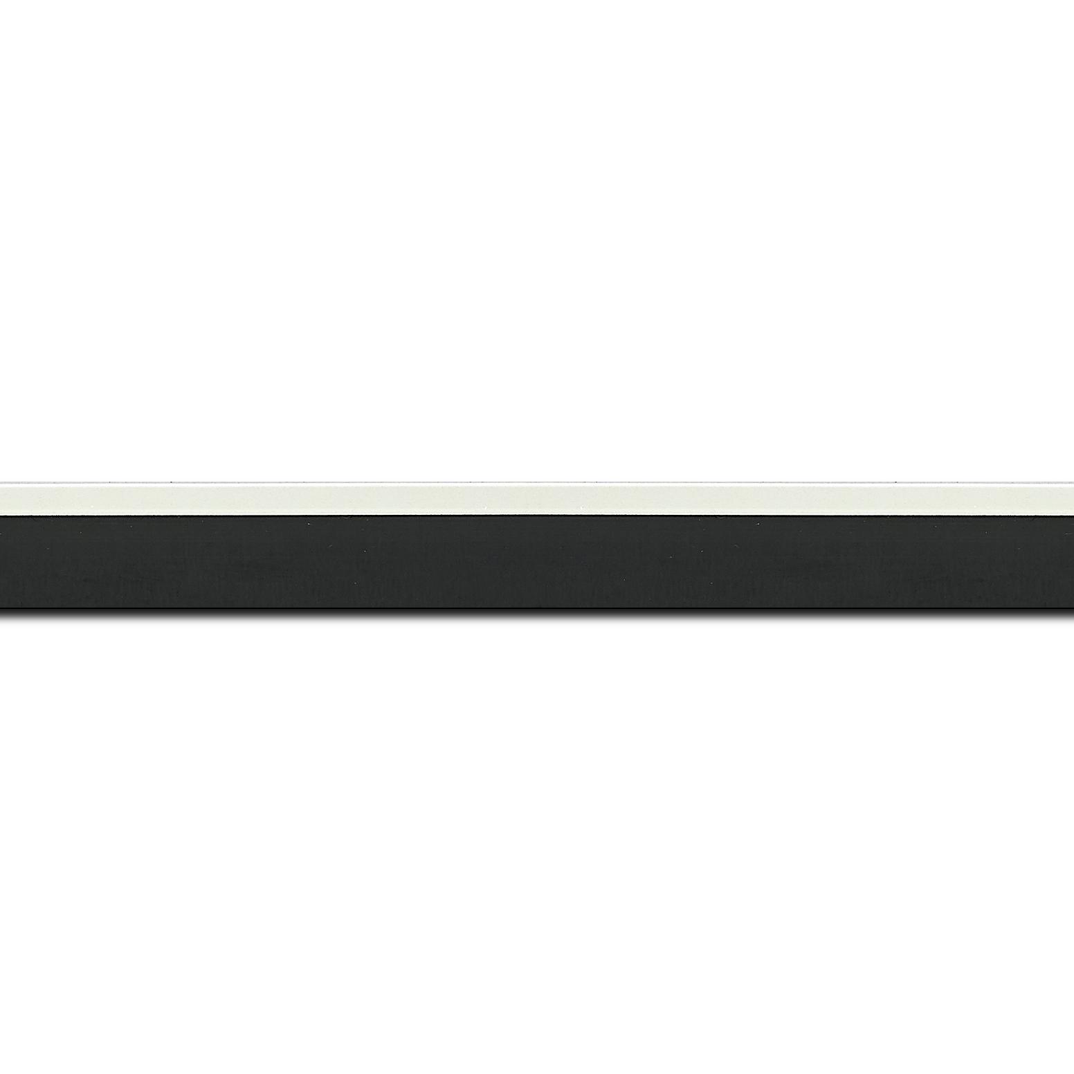 Pack par 12m, bois profil en pente plongeant largeur 2.2cm couleur noir laqué filet extérieur blanc laqué(longueur baguette pouvant varier entre 2.40m et 3m selon arrivage des bois)