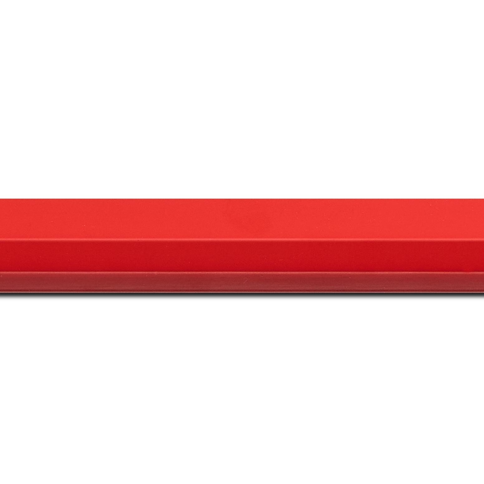 Baguette longueur 1.40m bois profil plat profil plat 3 faces largeur 2.8cm de couleur rouge , nez intérieur bordeaux dégradé