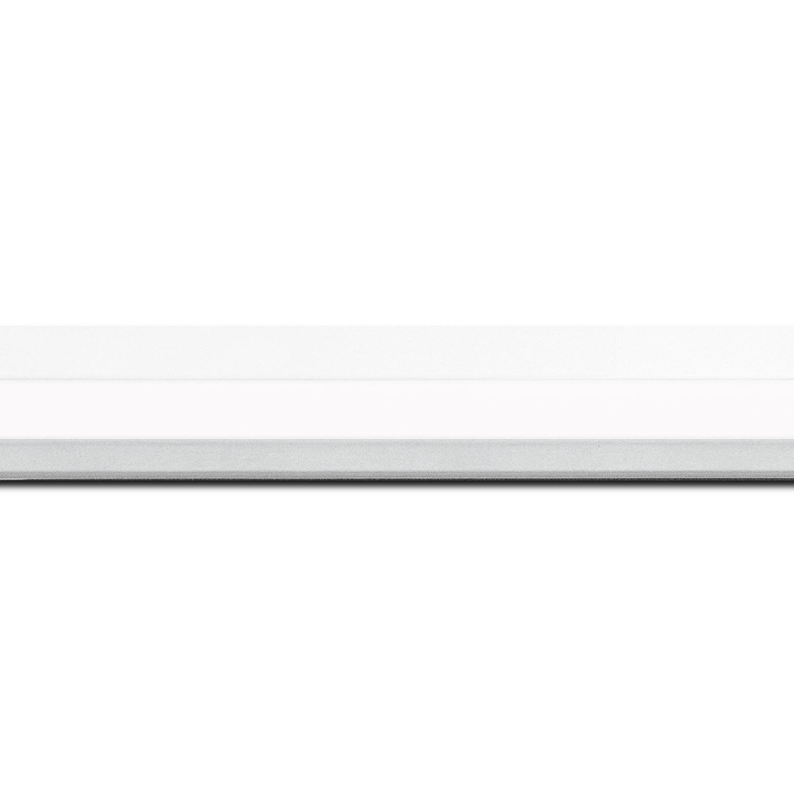 Baguette longueur 1.40m bois profil plat profil plat 3 faces largeur 2.8cm de couleur blanc mat finition pore bouché
