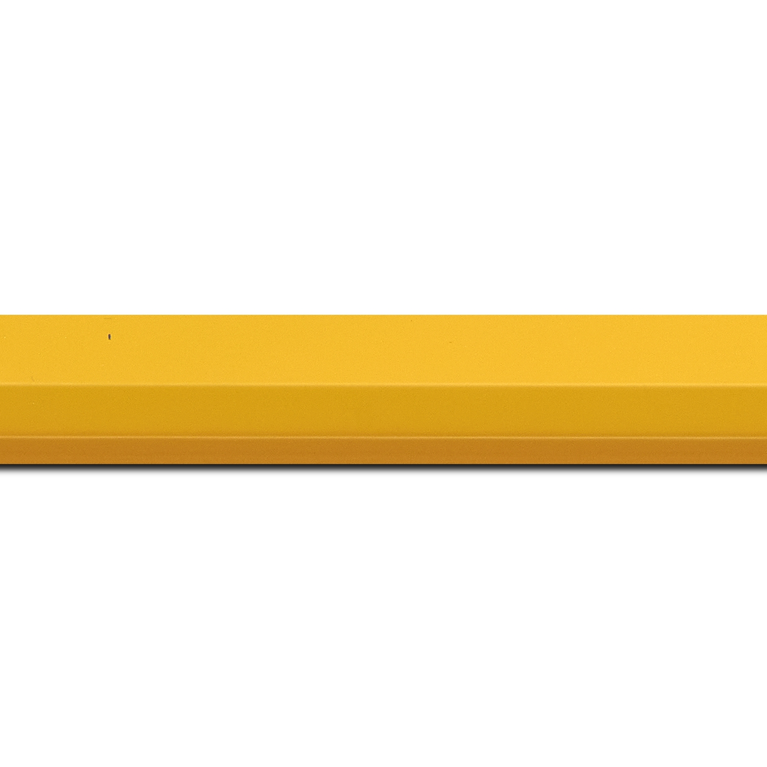 Baguette longueur 1.40m bois profil plat profil plat 3 faces largeur 2.8cm de couleur jaune mat , nez intérieur jaune + foncé mat dégradé (finition pore bouché)