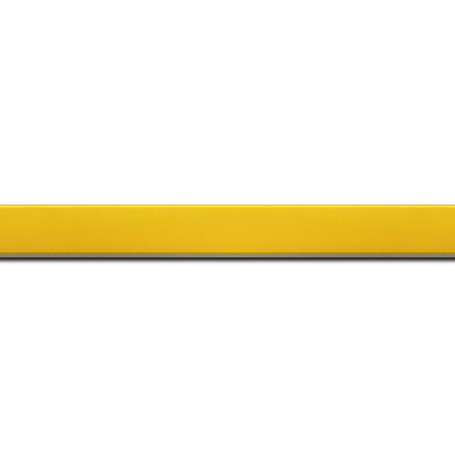 Pack par 12m, bois profil plat effet cube largeur 1.7cm couleur jaune tonique satiné (longueur baguette pouvant varier entre 2.40m et 3m selon arrivage des bois)