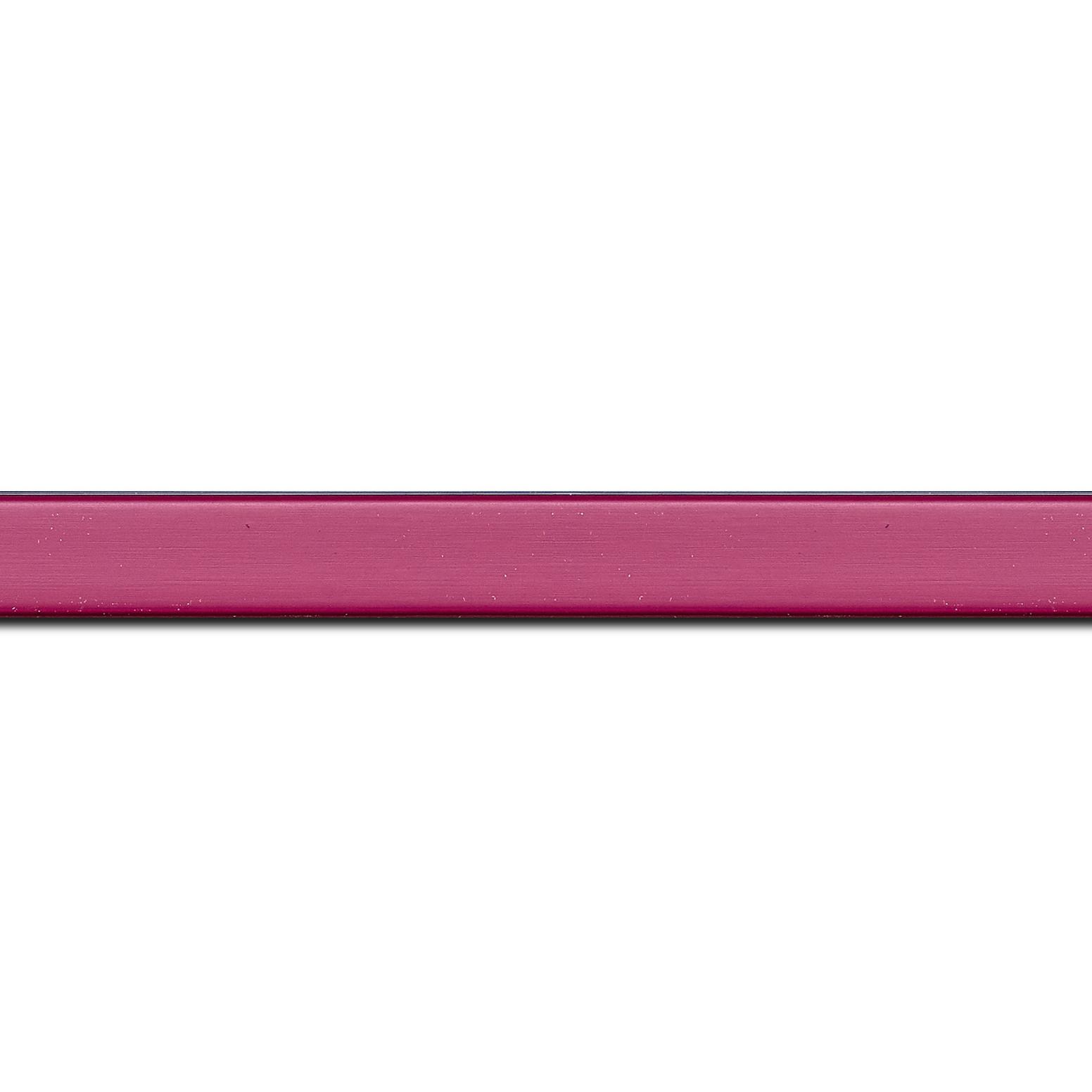 Pack par 12m, bois profil plat effet cube largeur 1.7cm couleur rose fuchsia satiné (longueur baguette pouvant varier entre 2.40m et 3m selon arrivage des bois)