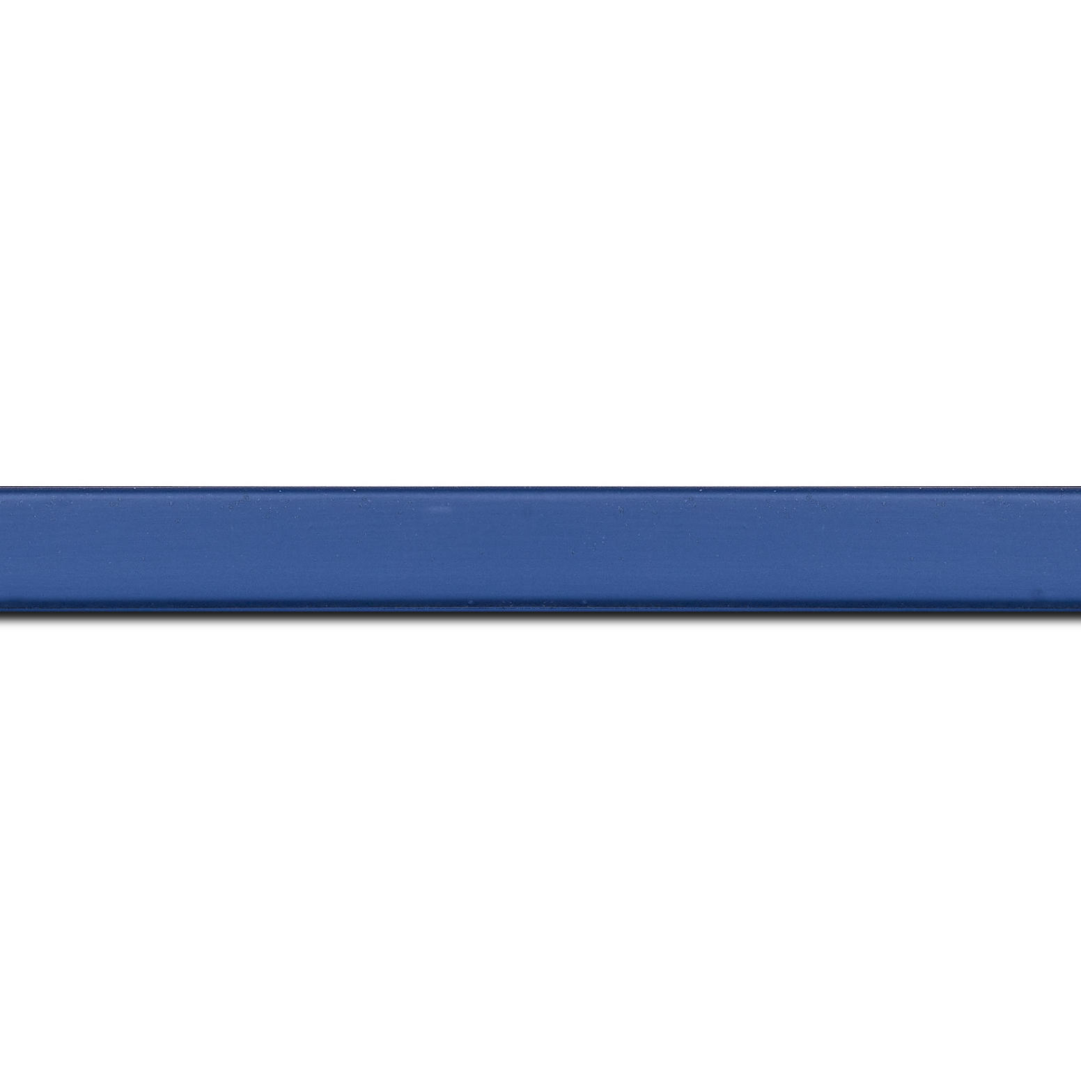Pack par 12m, bois profil plat effet cube largeur 1.7cm couleur bleu grec satiné (longueur baguette pouvant varier entre 2.40m et 3m selon arrivage des bois)