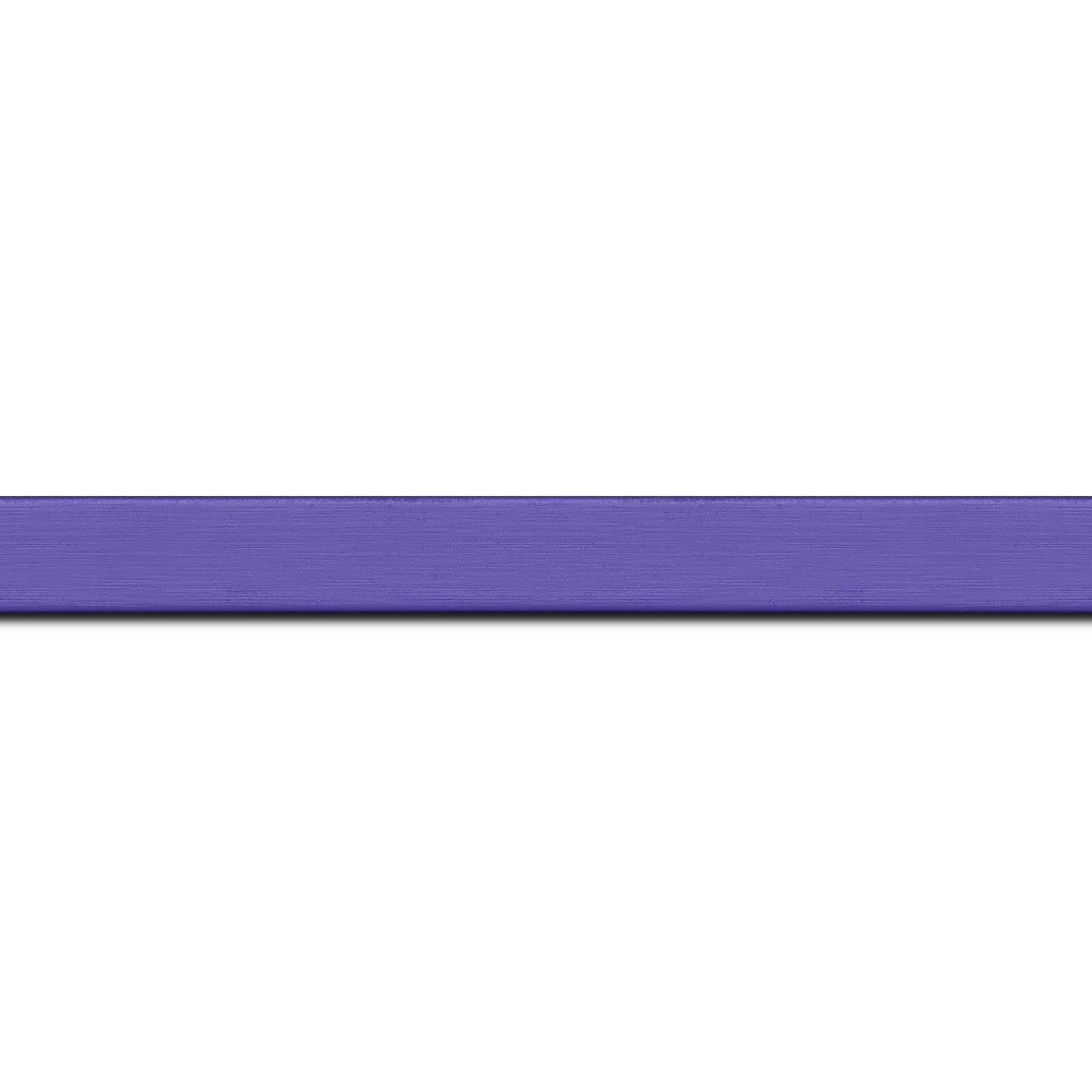 Pack par 12m, bois profil plat effet cube largeur 1.7cm couleur bleu violet satiné (longueur baguette pouvant varier entre 2.40m et 3m selon arrivage des bois)
