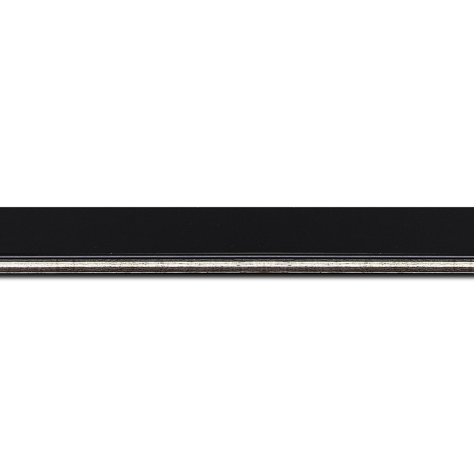 Pack par 12m, bois profil plat largeur 2.5cm couleur noir finition pore bouché filet argent(longueur baguette pouvant varier entre 2.40m et 3m selon arrivage des bois)