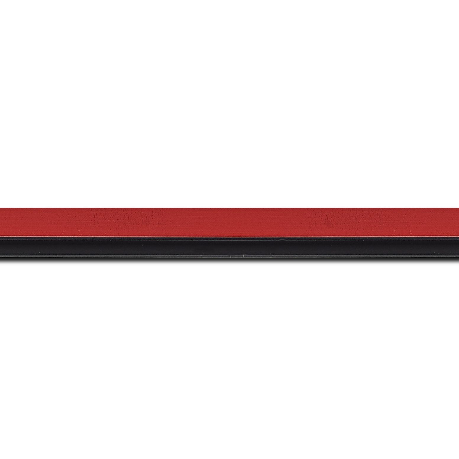 Baguette longueur 1.40m bois profil plat largeur 1.6cm couleur rouge satiné filet noir en retrait de la face du cadre de 6mm assurant un effet très original