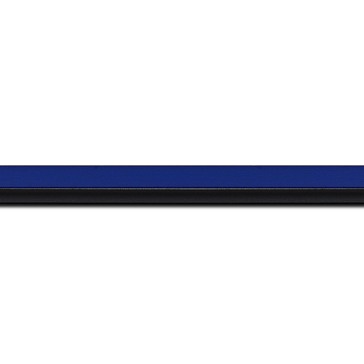 Pack par 12m, bois profil plat largeur 1.6cm couleur bleu franc filet noir en retrait de la face du cadre de 6mm assurant un effet très original (longueur baguette pouvant varier entre 2.40m et 3m selon arrivage des bois)