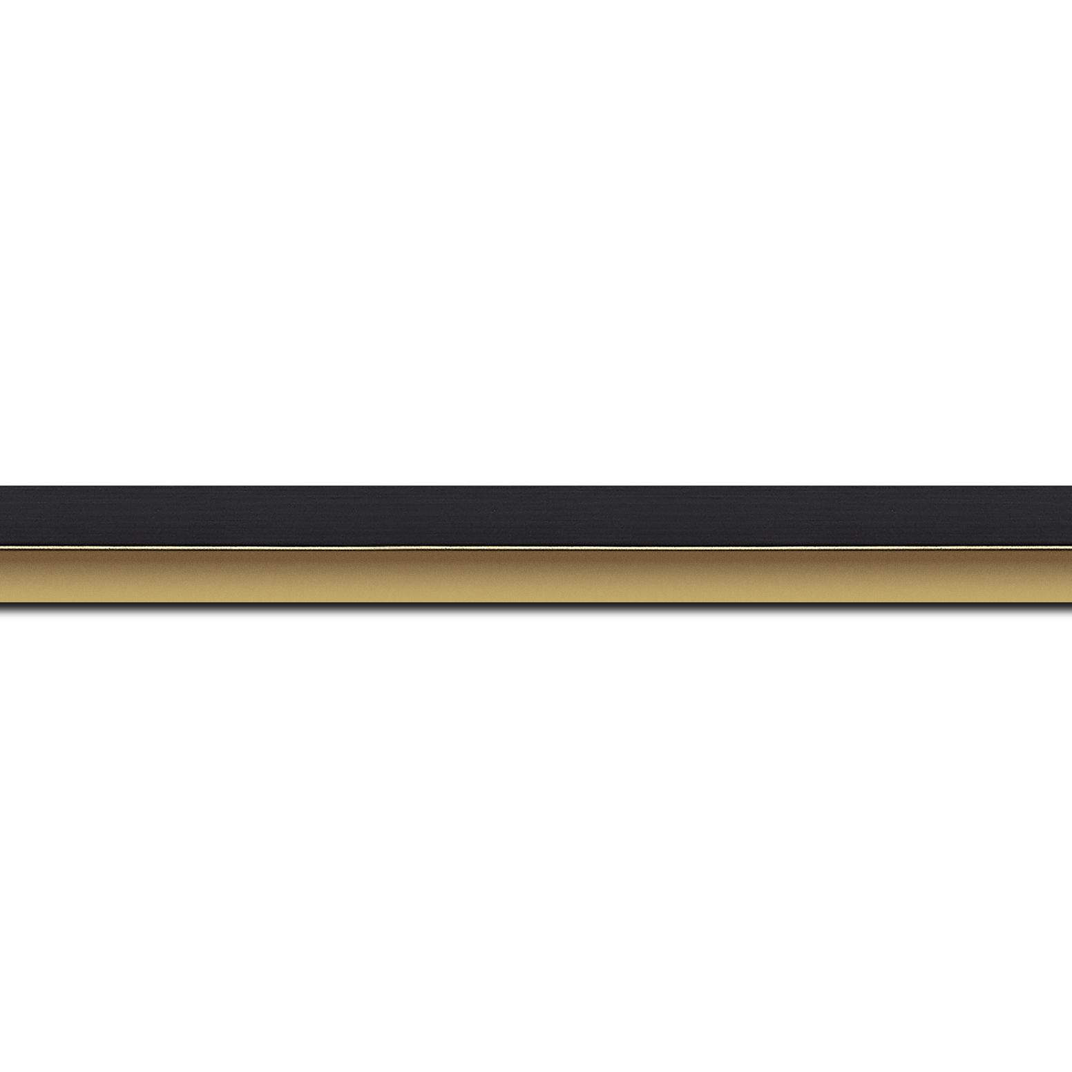 Pack par 12m, bois profil plat largeur 1.6cm couleur noir mat finition pore bouché filet or mat en retrait de la face du cadre de 6mm assurant un effet très original (longueur baguette pouvant varier entre 2.40m et 3m selon arrivage des bois)