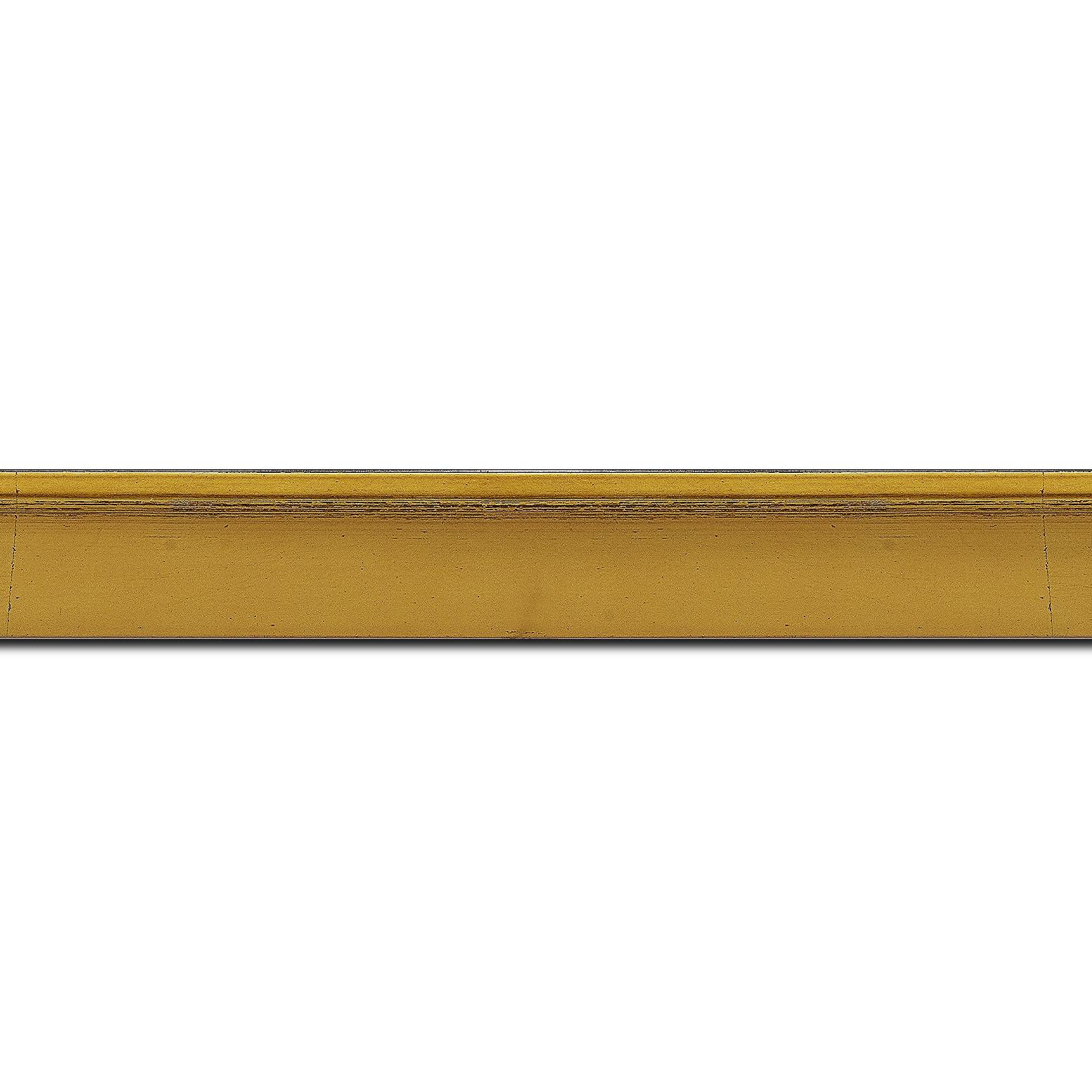 Pack par 12m, bois profil en pente plongeant largeur 2.2cm couleur or coté extérieur foncé. finition haut de gamme car dorure à l'eau fait main (longueur baguette pouvant varier entre 2.40m et 3m selon arrivage des bois)