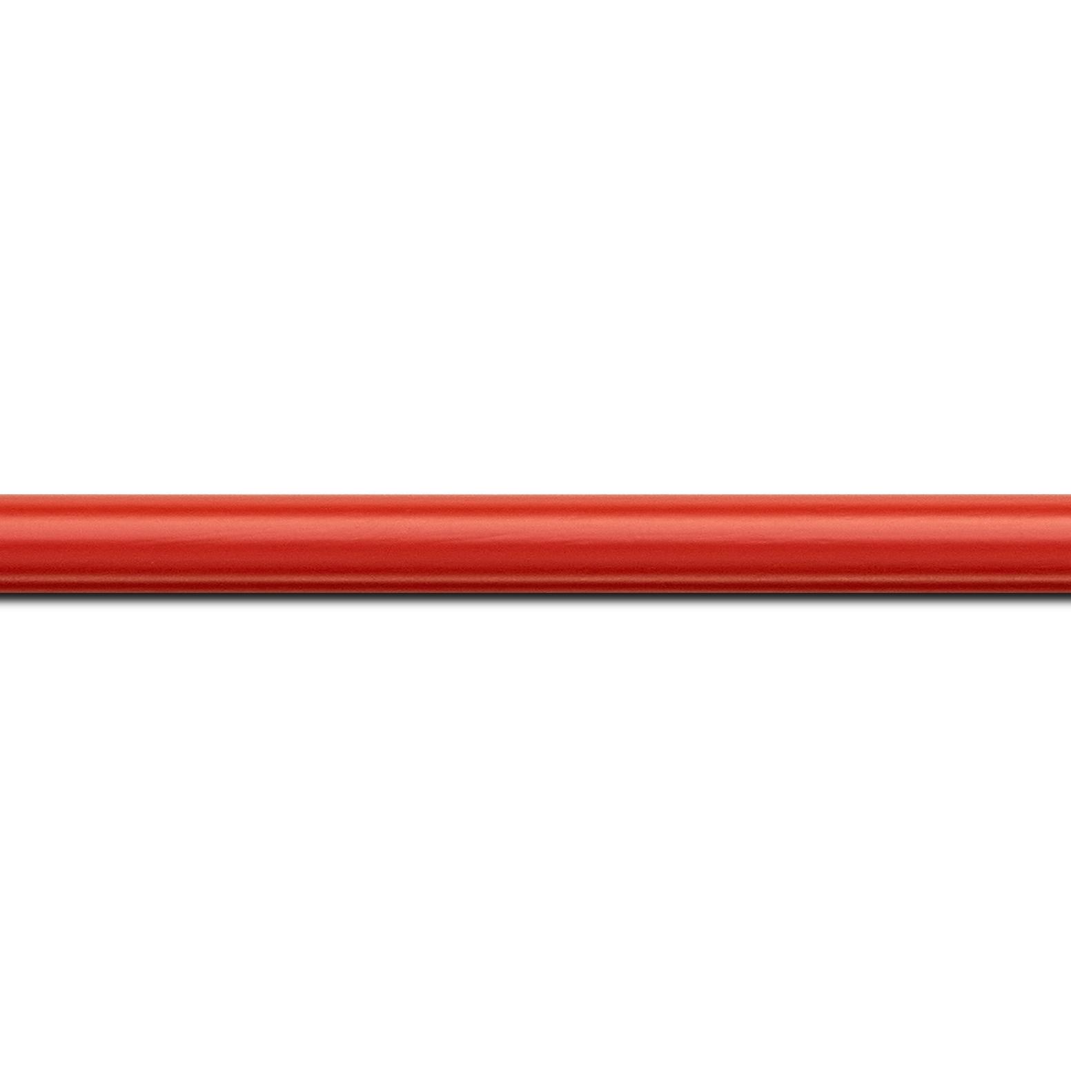 Pack par 12m, bois profil demi rond largeur 1.5cm couleur rouge ferrari mat (longueur baguette pouvant varier entre 2.40m et 3m selon arrivage des bois)