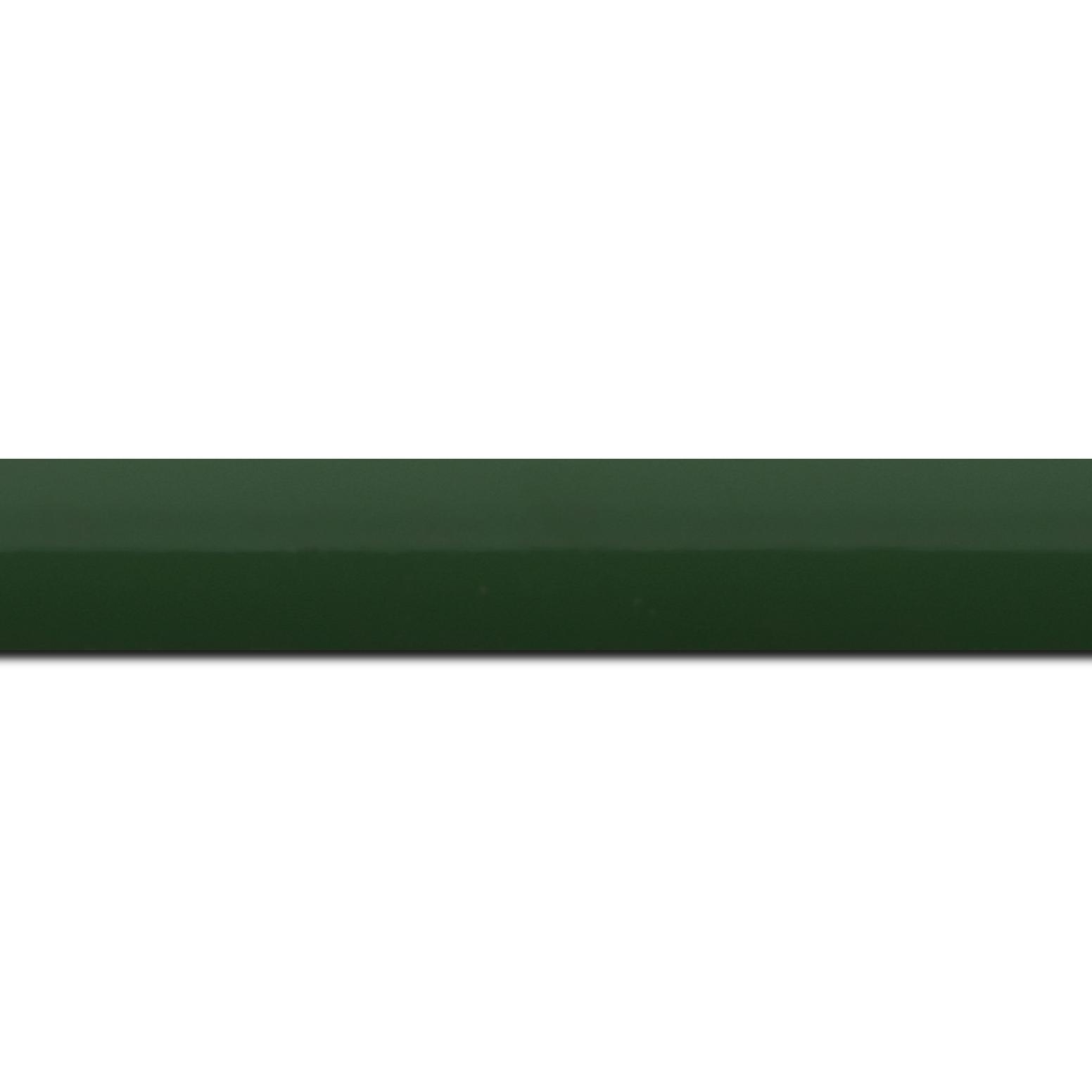 Pack par 12m, bois profil méplat largeur 2.3cm couleur vert anglais laqué (longueur baguette pouvant varier entre 2.40m et 3m selon arrivage des bois)