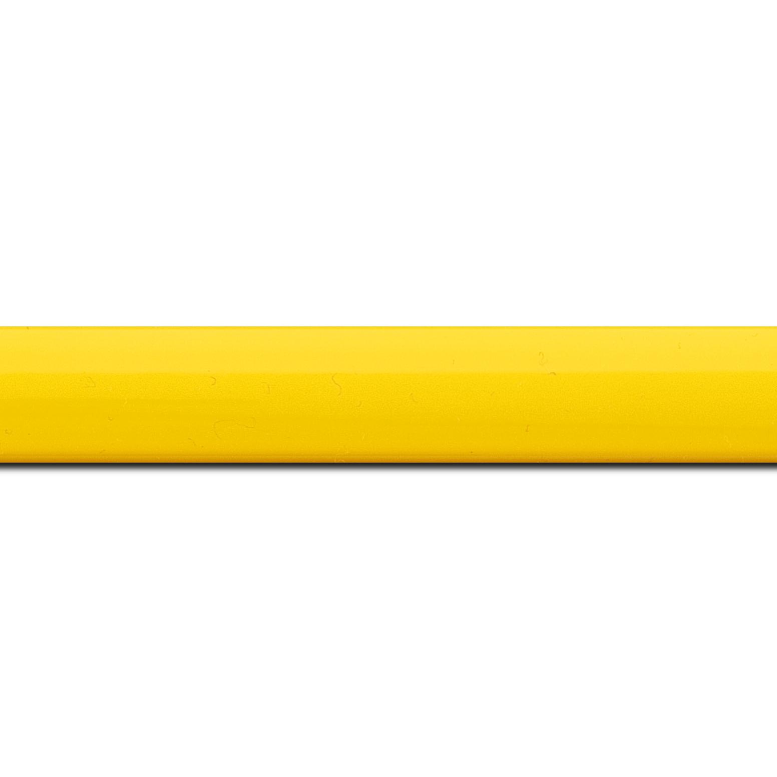 Pack par 12m, bois profil méplat largeur 2.3cm couleur jaune laqué (longueur baguette pouvant varier entre 2.40m et 3m selon arrivage des bois)