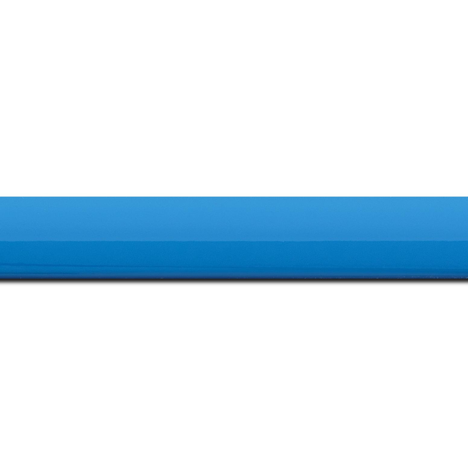 Baguette longueur 1.40m bois profil méplat largeur 2.3cm couleur bleu clair laqué