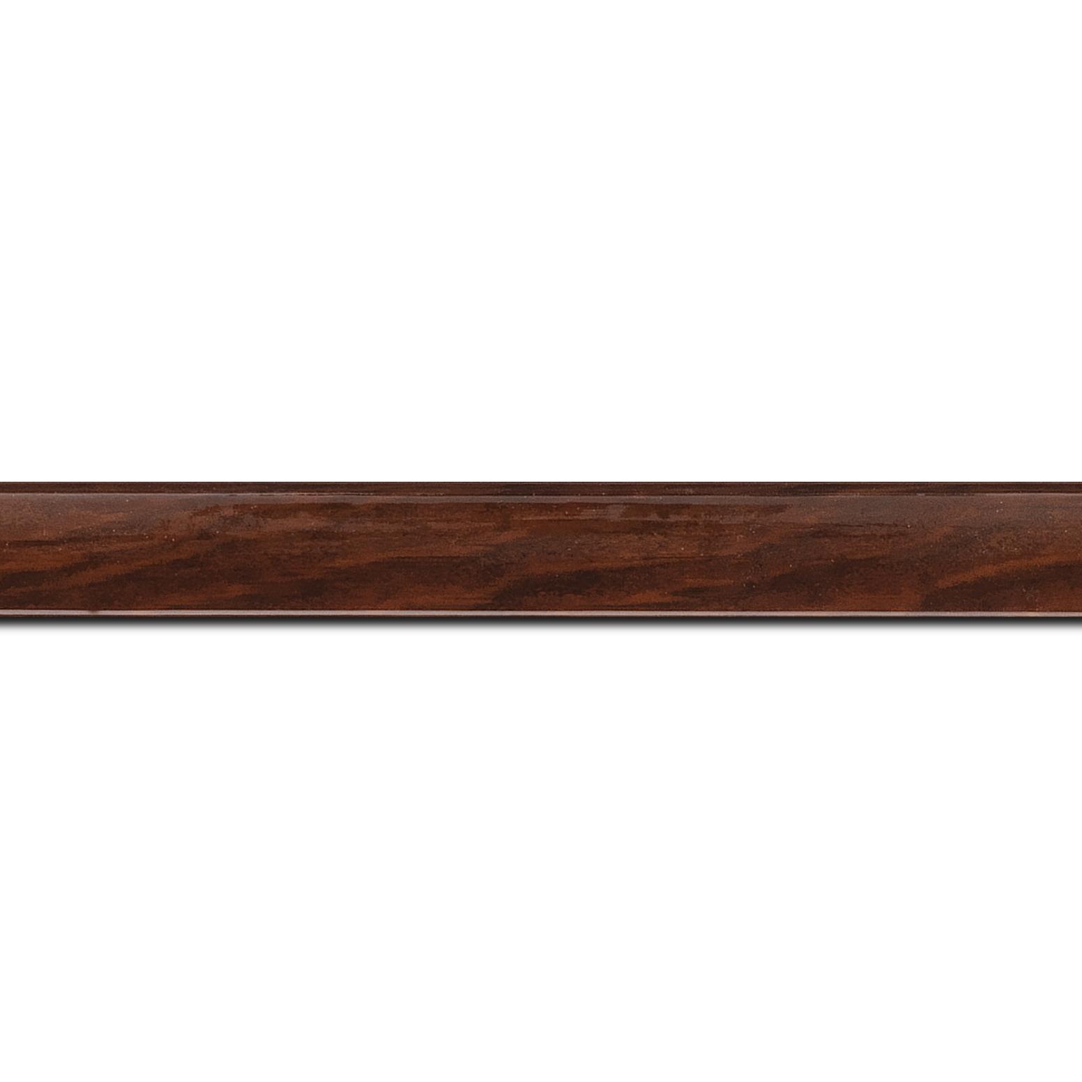 Baguette longueur 1.40m bois profil arrondi plongeant largeur 2cm couleur marron vernis sur pin (veine du bois apparent)