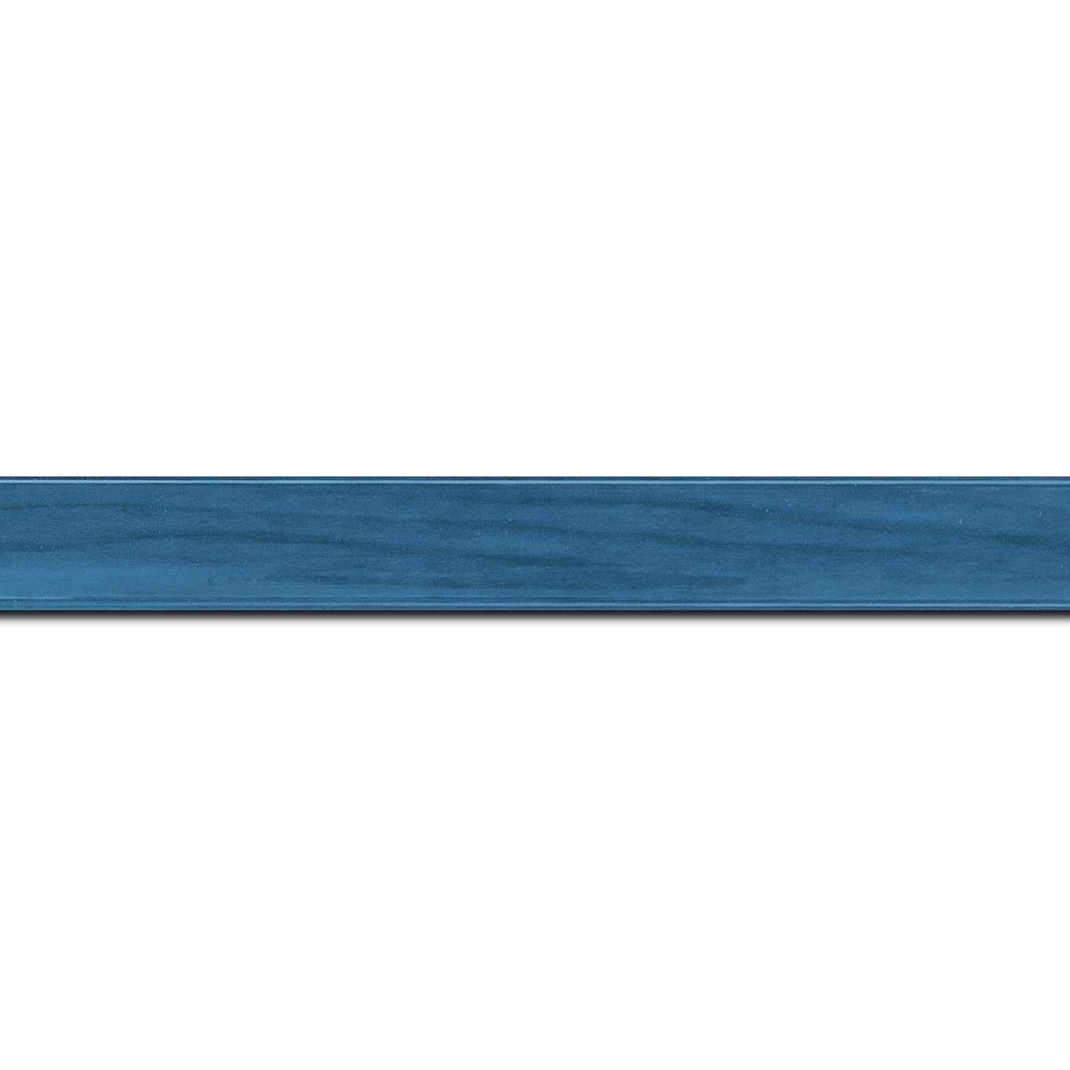 Baguette longueur 1.40m bois profil arrondi plongeant largeur 2cm couleur bleu vernis sur pin (veine du bois apparent)