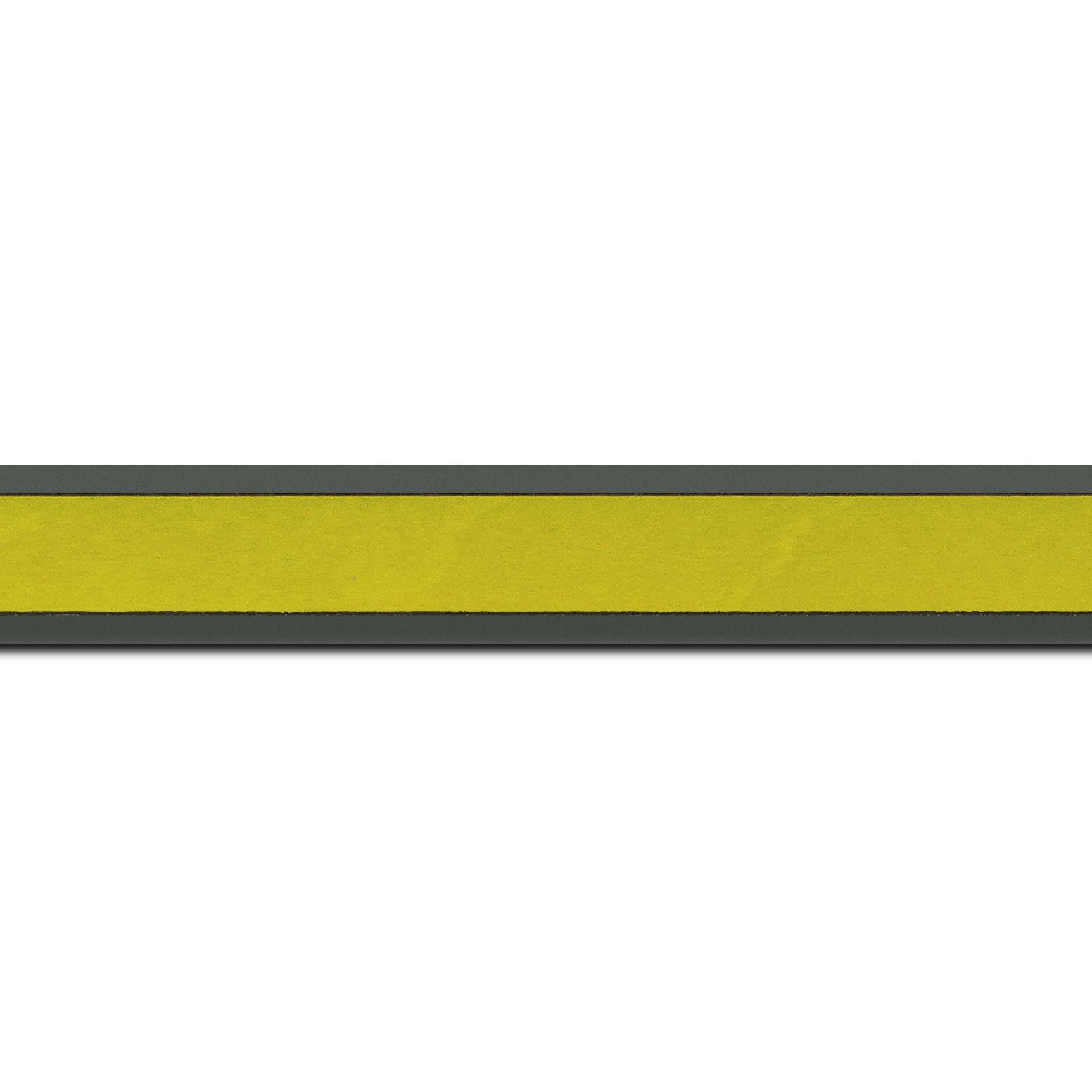 Pack par 12m, bois essence marupa profil plat largeur 2.5cm plaquage érable teinté vert anis,  filet intérieur et extérieur gris foncé (longueur baguette pouvant varier entre 2.40m et 3m selon arrivage des bois)
