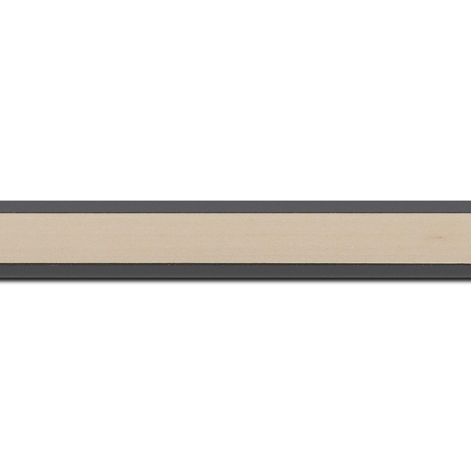 Pack par 12m, bois essence marupa profil plat largeur 2.5cm plaquage érable teinté coquille d'œuf,  filet intérieur et extérieur gris foncé (longueur baguette pouvant varier entre 2.40m et 3m selon arrivage des bois)