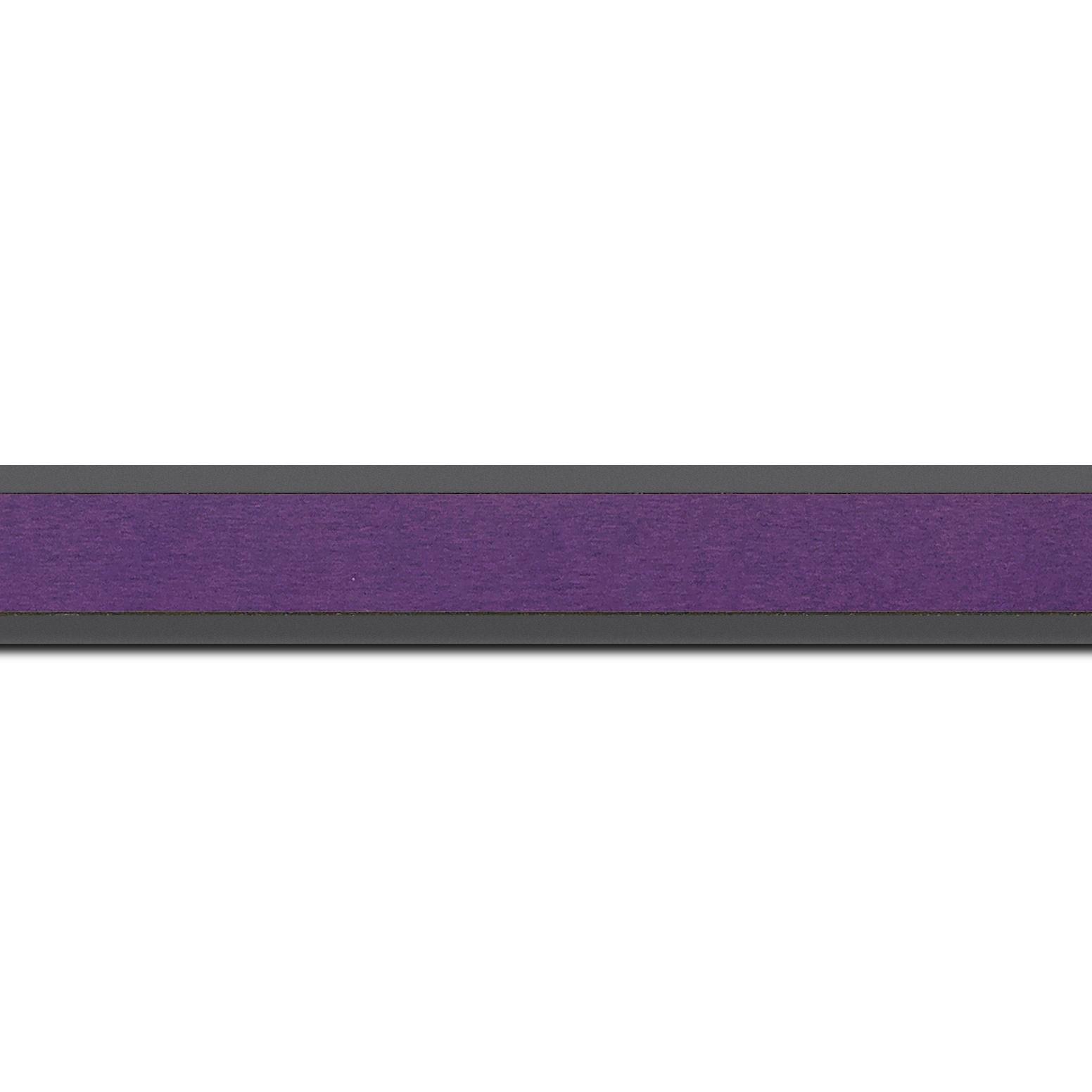 Pack par 12m, bois essence marupa profil plat largeur 2.5cm plaquage érable teinté violet,  filet intérieur et extérieur gris foncé (longueur baguette pouvant varier entre 2.40m et 3m selon arrivage des bois)