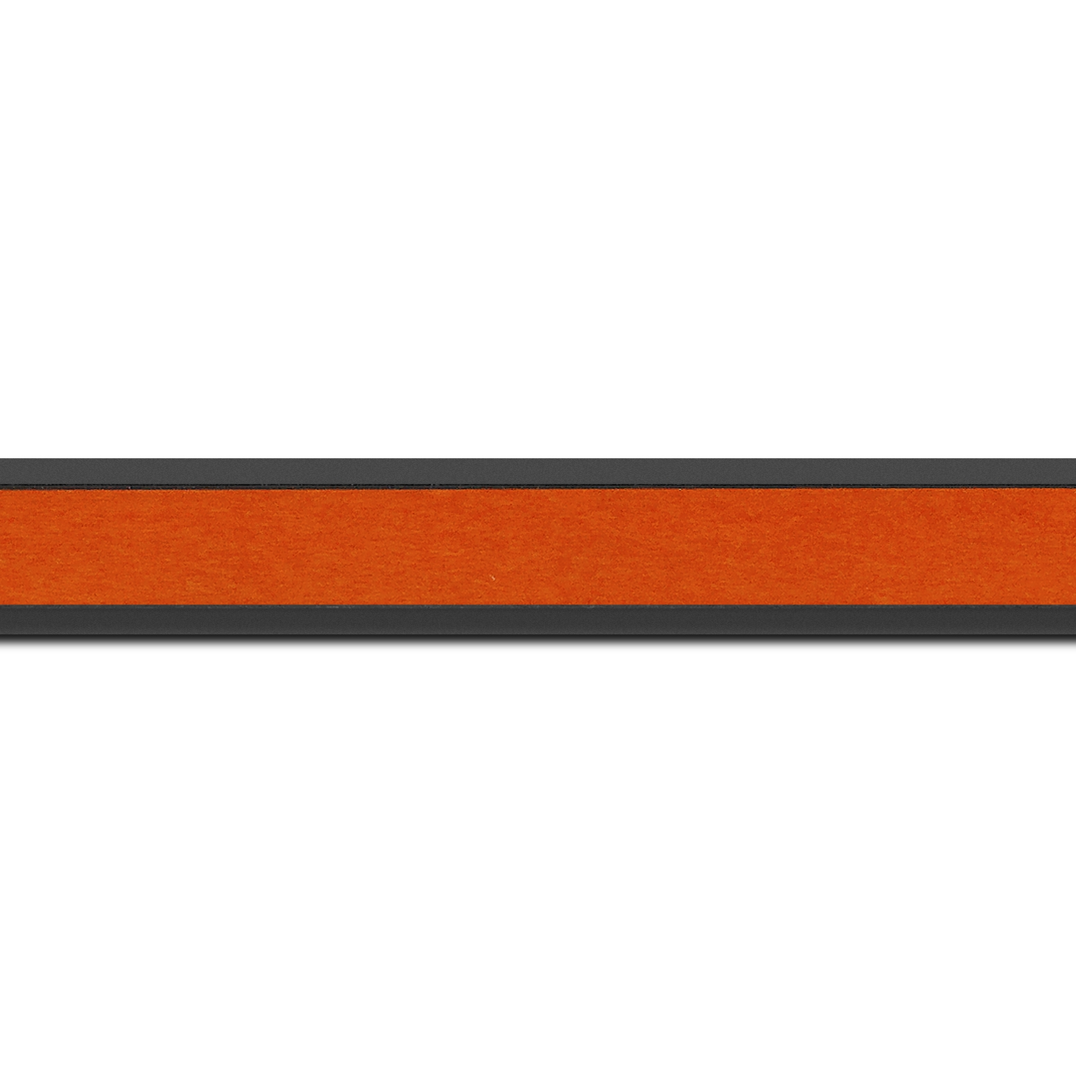 Pack par 12m, bois essence marupa profil plat largeur 2.5cm plaquage érable teinté orange,  filet intérieur et extérieur gris foncé (longueur baguette pouvant varier entre 2.40m et 3m selon arrivage des bois)