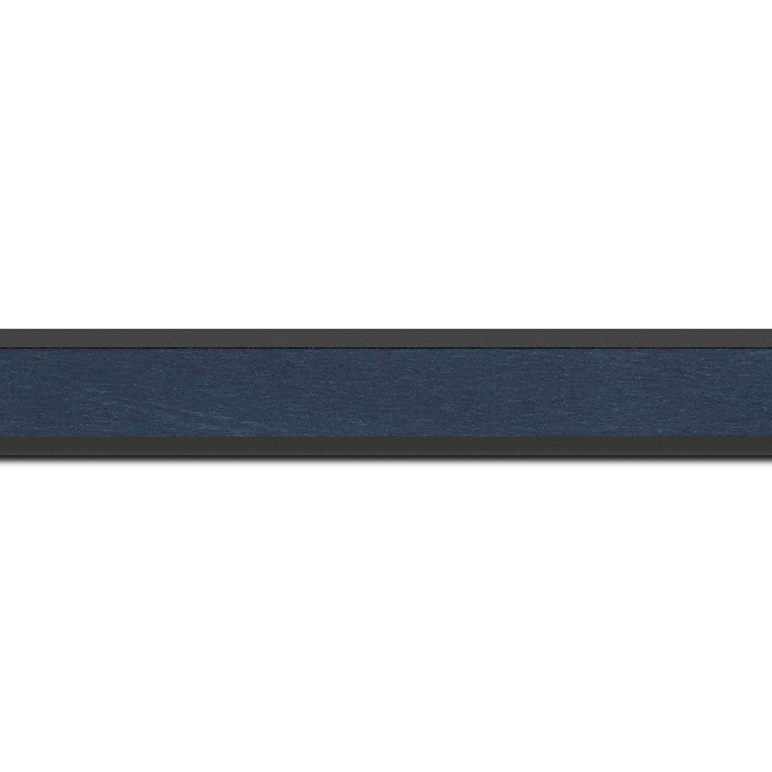 Pack par 12m, bois essence marupa profil plat largeur 2.5cm plaquage érable teinté bleu foncé,  filet intérieur et extérieur gris foncé (longueur baguette pouvant varier entre 2.40m et 3m selon arrivage des bois)
