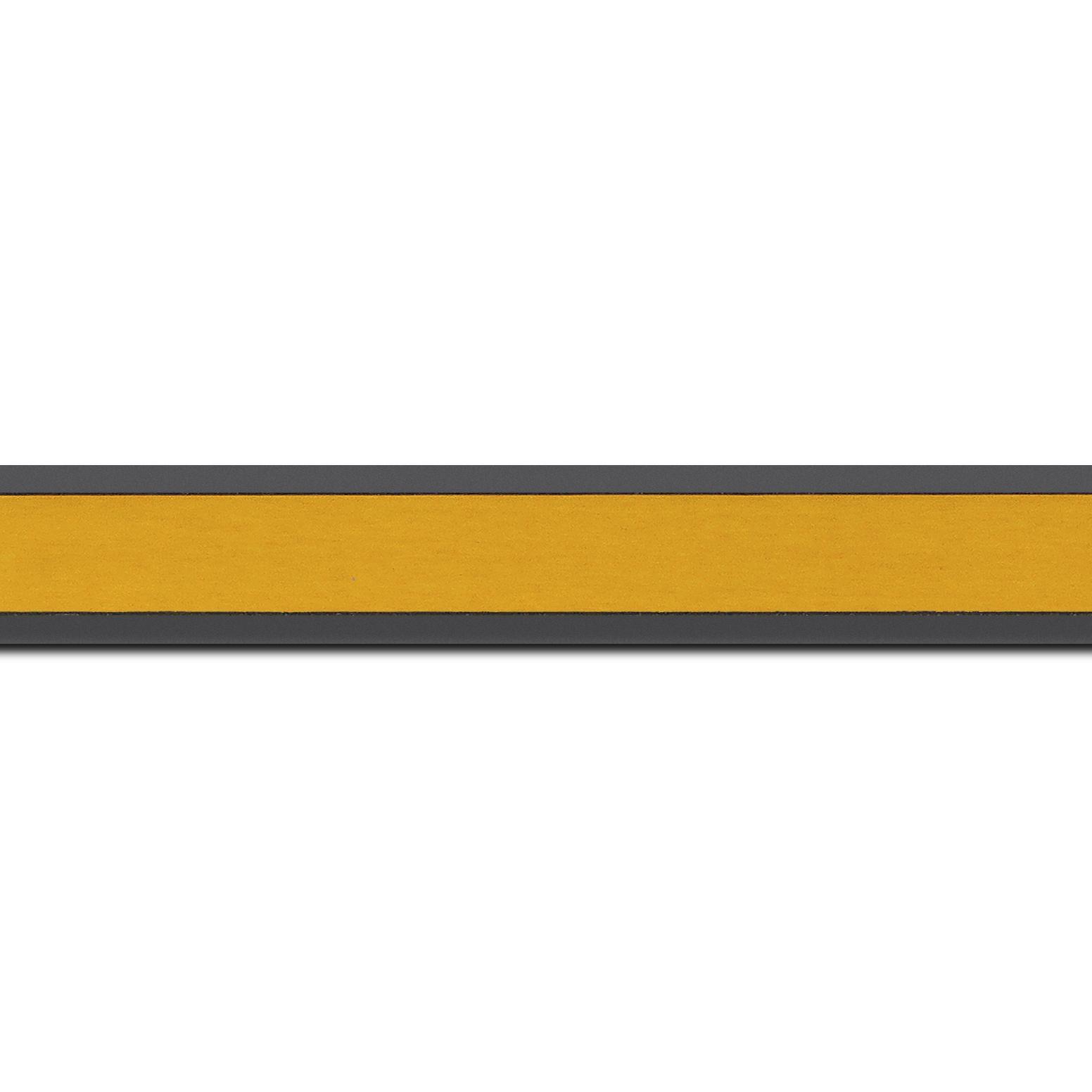 Pack par 12m, bois essence marupa profil plat largeur 2.5cm plaquage érable teinté jaune,  filet intérieur et extérieur gris foncé (longueur baguette pouvant varier entre 2.40m et 3m selon arrivage des bois)