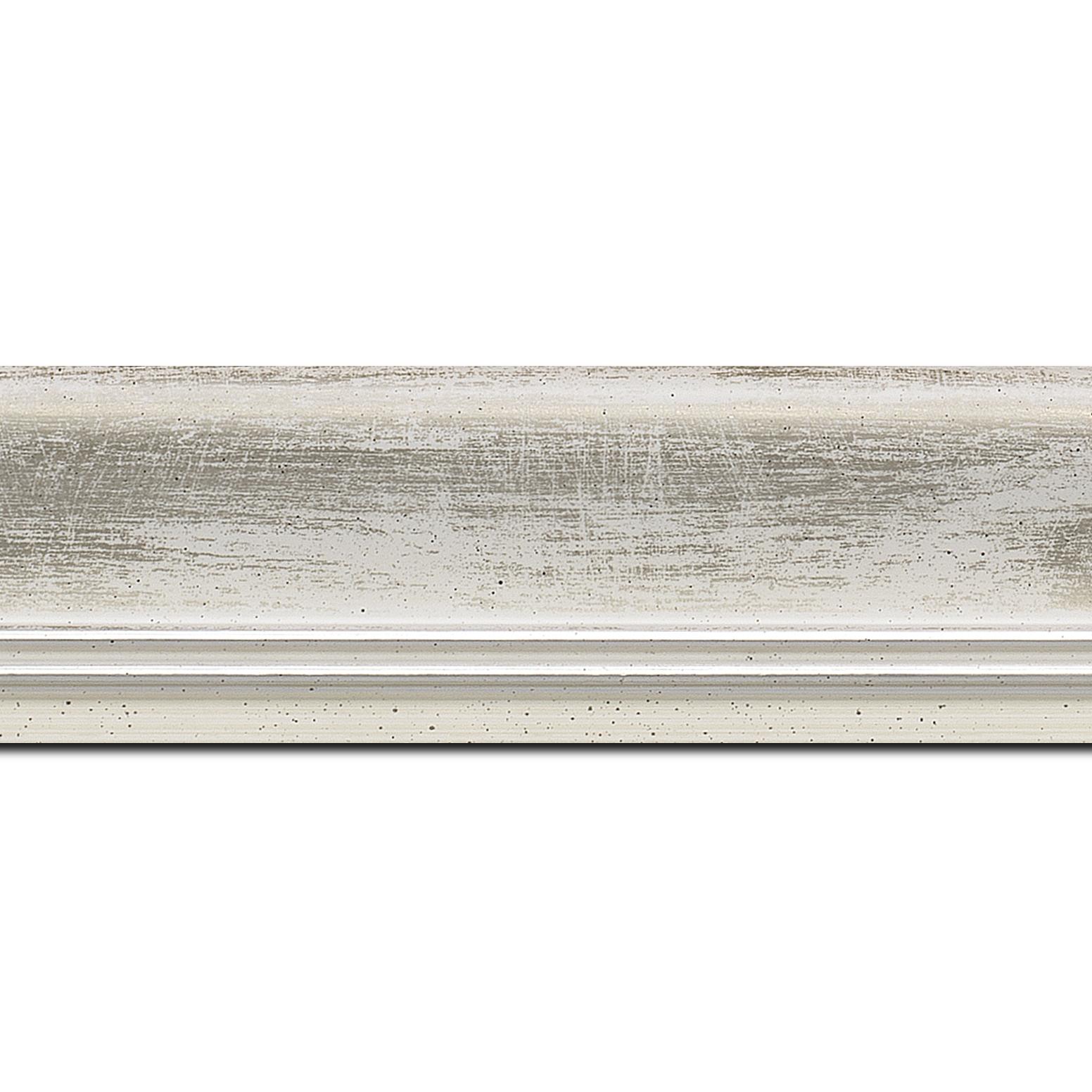 Pack par 12m, bois profil incurvé largeur 5.7cm de couleur blanc fond argent marie louise blanche mouchetée filet argent intégré(longueur baguette pouvant varier entre 2.40m et 3m selon arrivage des bois)