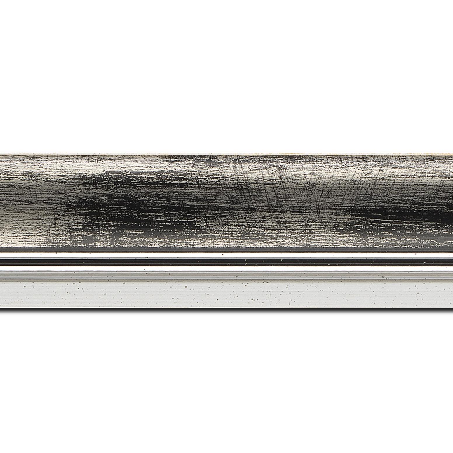 Pack par 12m, bois profil incurvé largeur 5.7cm de couleur noir fond argent marie louise blanche mouchetée filet argent intégré(longueur baguette pouvant varier entre 2.40m et 3m selon arrivage des bois)