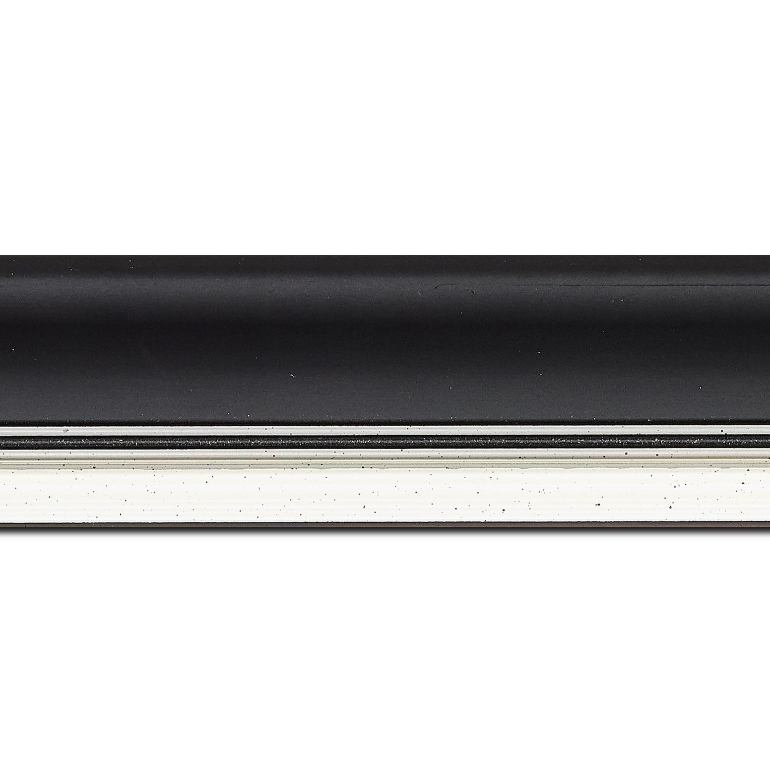 Pack par 12m, bois profil incurvé largeur 5.7cm de couleur noir mat  marie louise blanche mouchetée filet argent intégré(longueur baguette pouvant varier entre 2.40m et 3m selon arrivage des bois)