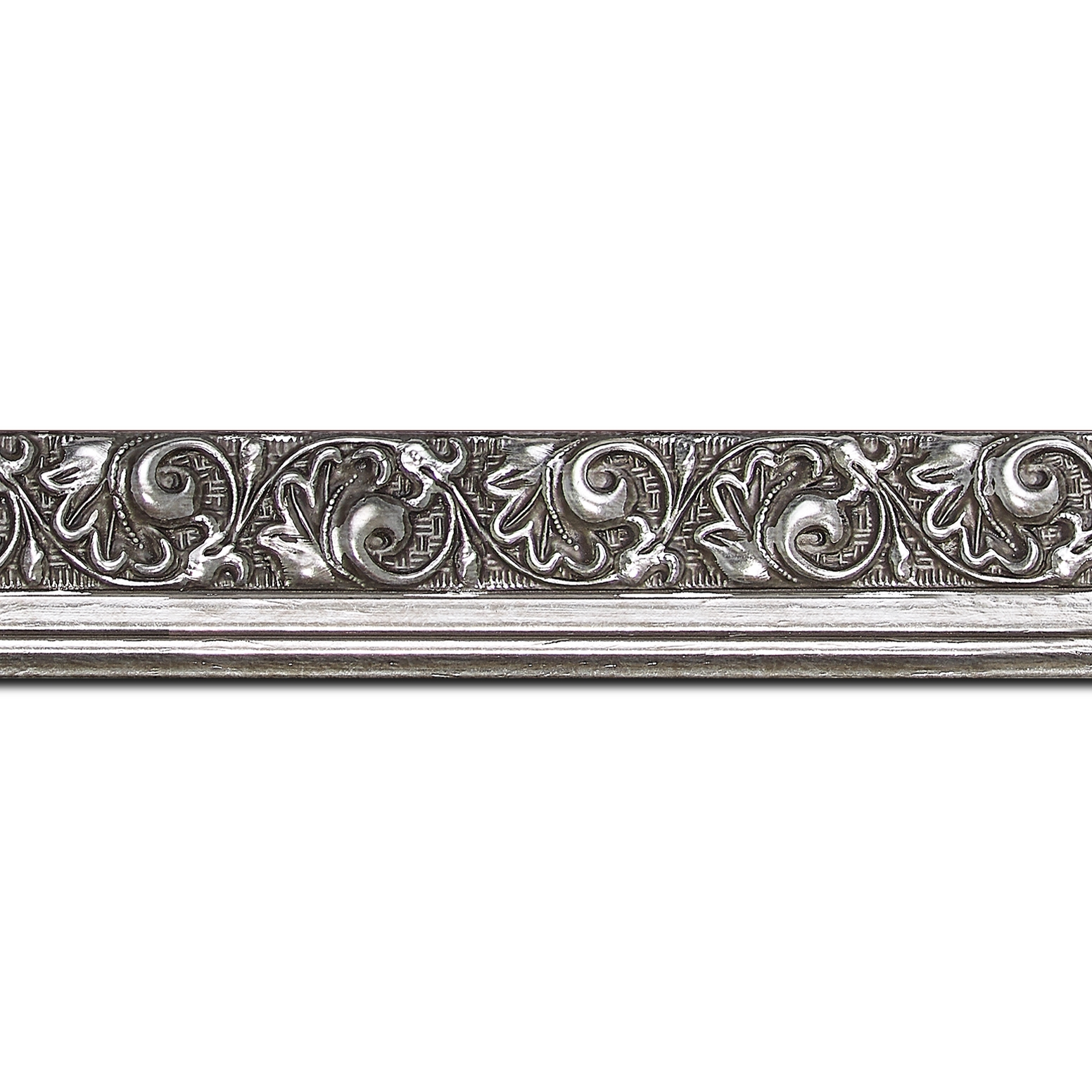 Pack par 12m, bois profil plat largeur 3.5cm argent froid antique satiné décor frise (longueur baguette pouvant varier entre 2.40m et 3m selon arrivage des bois)