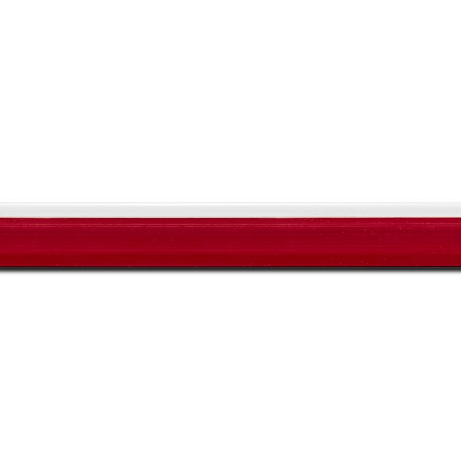 Pack par 12m, bois profil en pente plongeant largeur 2.2cm couleur rouge grenat laqué filet blanc extérieur laqué(longueur baguette pouvant varier entre 2.40m et 3m selon arrivage des bois)