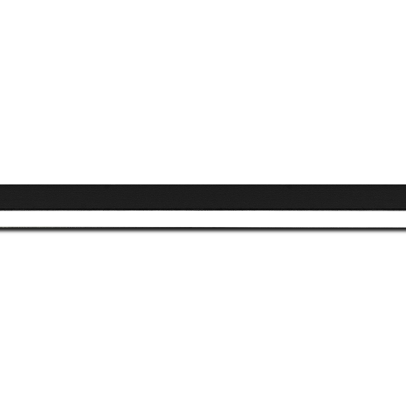 Pack par 12m, bois profil plat largeur 1.6cm couleur noir mat finition pore bouché filet blanc en retrait de la face du cadre de 6mm assurant un effet très original (longueur baguette pouvant varier entre 2.40m et 3m selon arrivage des bois)
