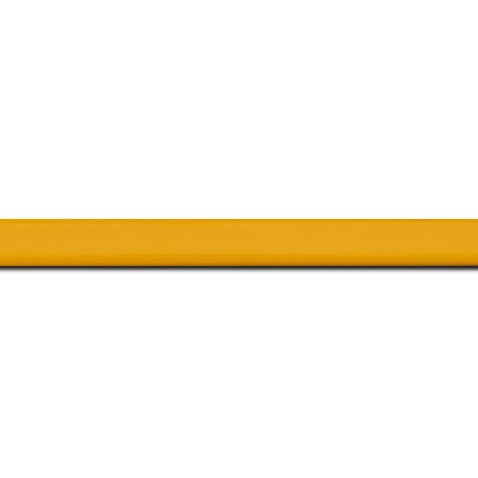 Pack par 12m, bois profil méplat largeur 1.4cm couleur jaune laqué (longueur baguette pouvant varier entre 2.40m et 3m selon arrivage des bois)