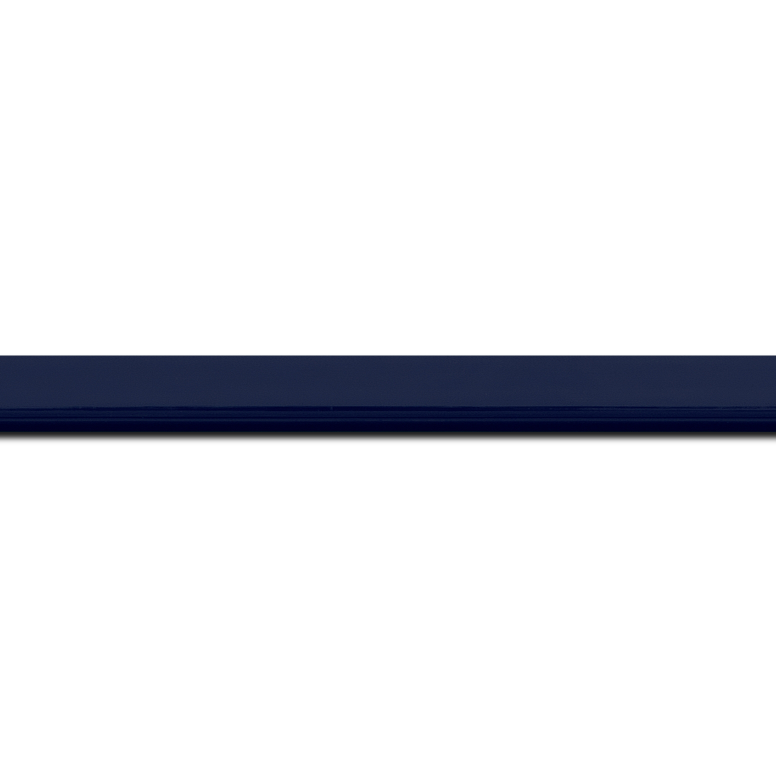 Baguette longueur 1.40m bois profil méplat largeur 1.4cm couleur bleu nuit foncé laqué
