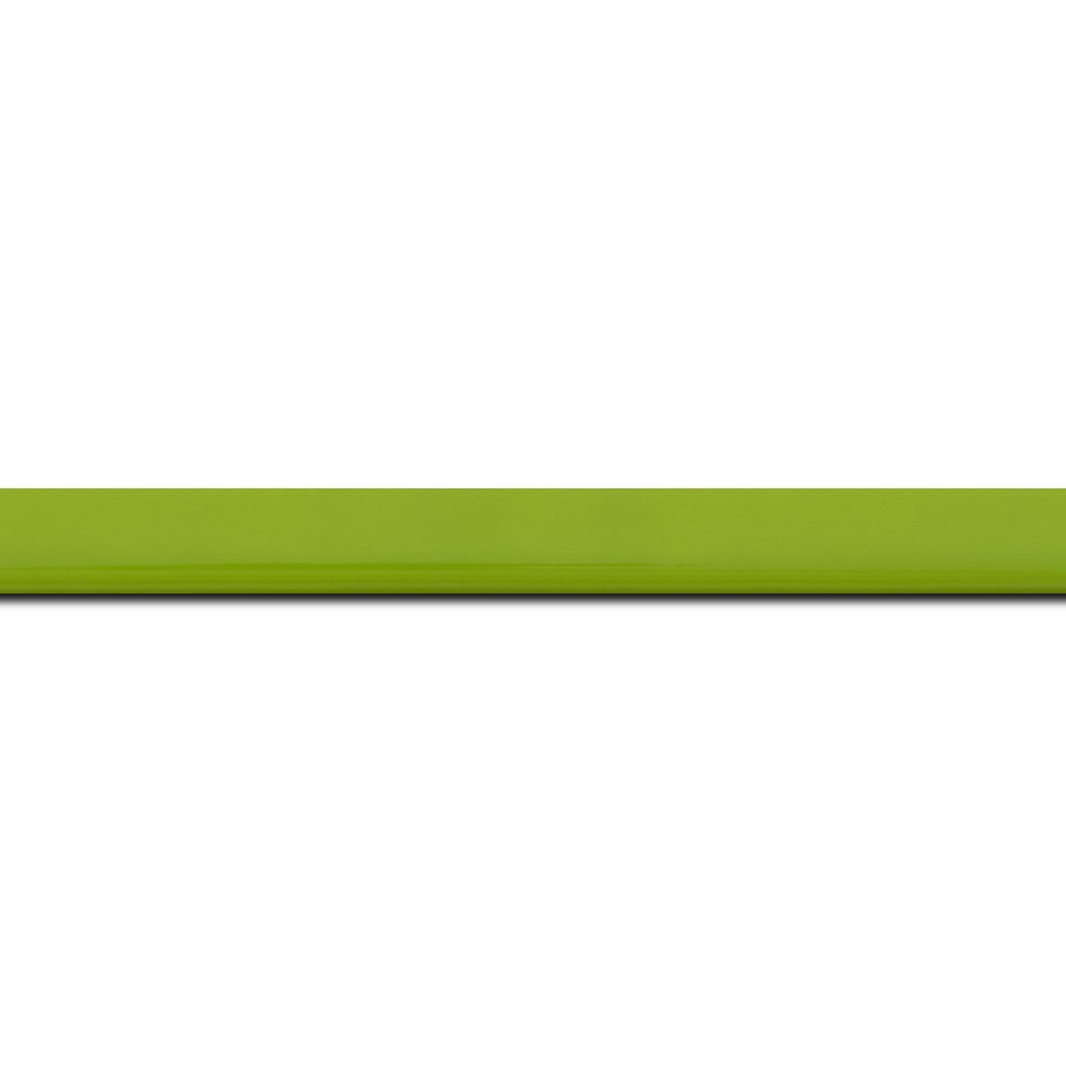 Pack par 12m, bois profil méplat largeur 1.4cm couleur vert anis laqué (longueur baguette pouvant varier entre 2.40m et 3m selon arrivage des bois)
