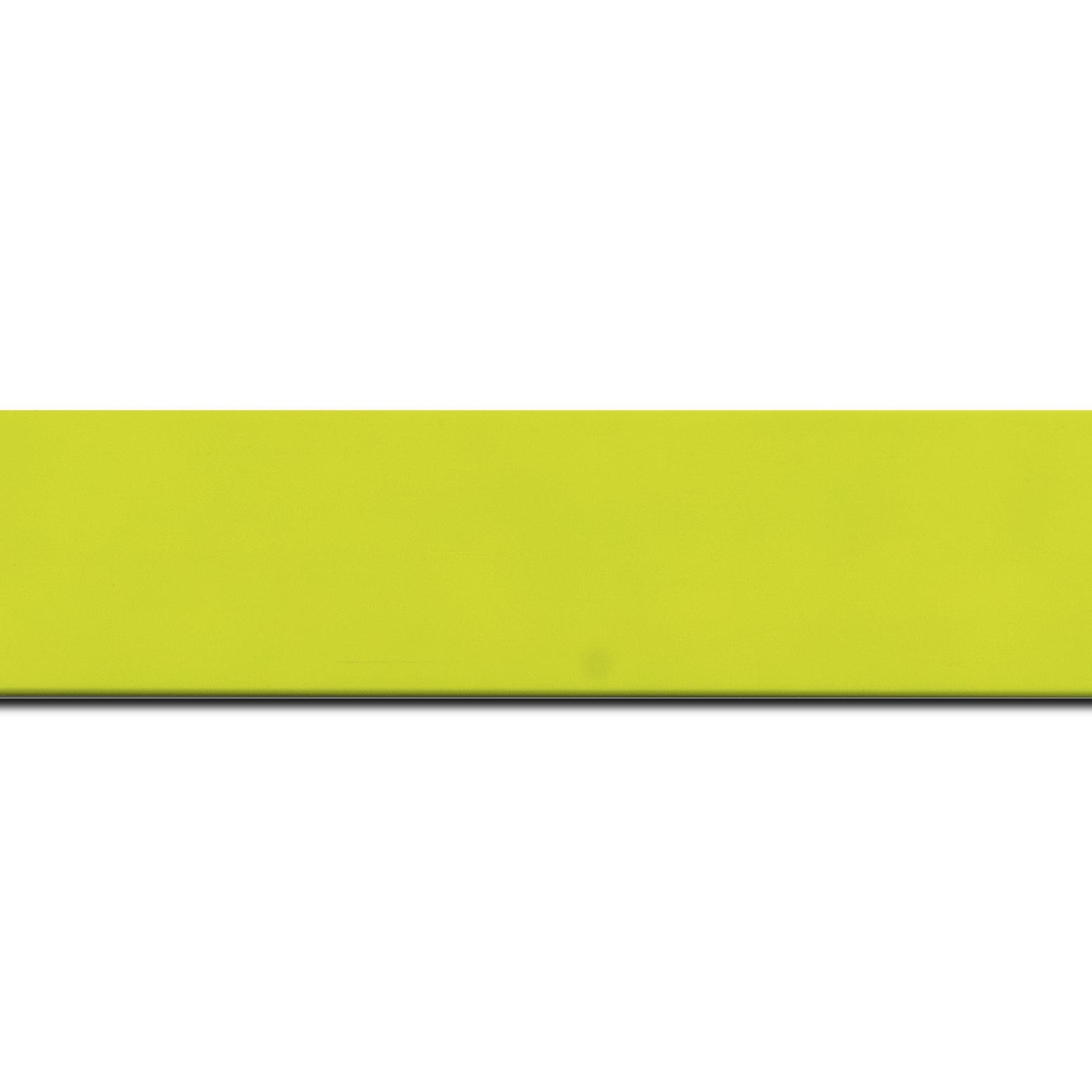 Pack par 12m, bois profil plat largeur 3.9cm couleur vert vif mat (longueur baguette pouvant varier entre 2.40m et 3m selon arrivage des bois)