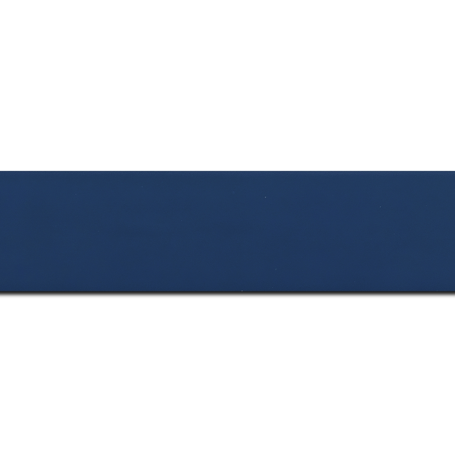 Pack par 12m, bois profil plat largeur 3.9cm couleur bleu grec mat (longueur baguette pouvant varier entre 2.40m et 3m selon arrivage des bois)