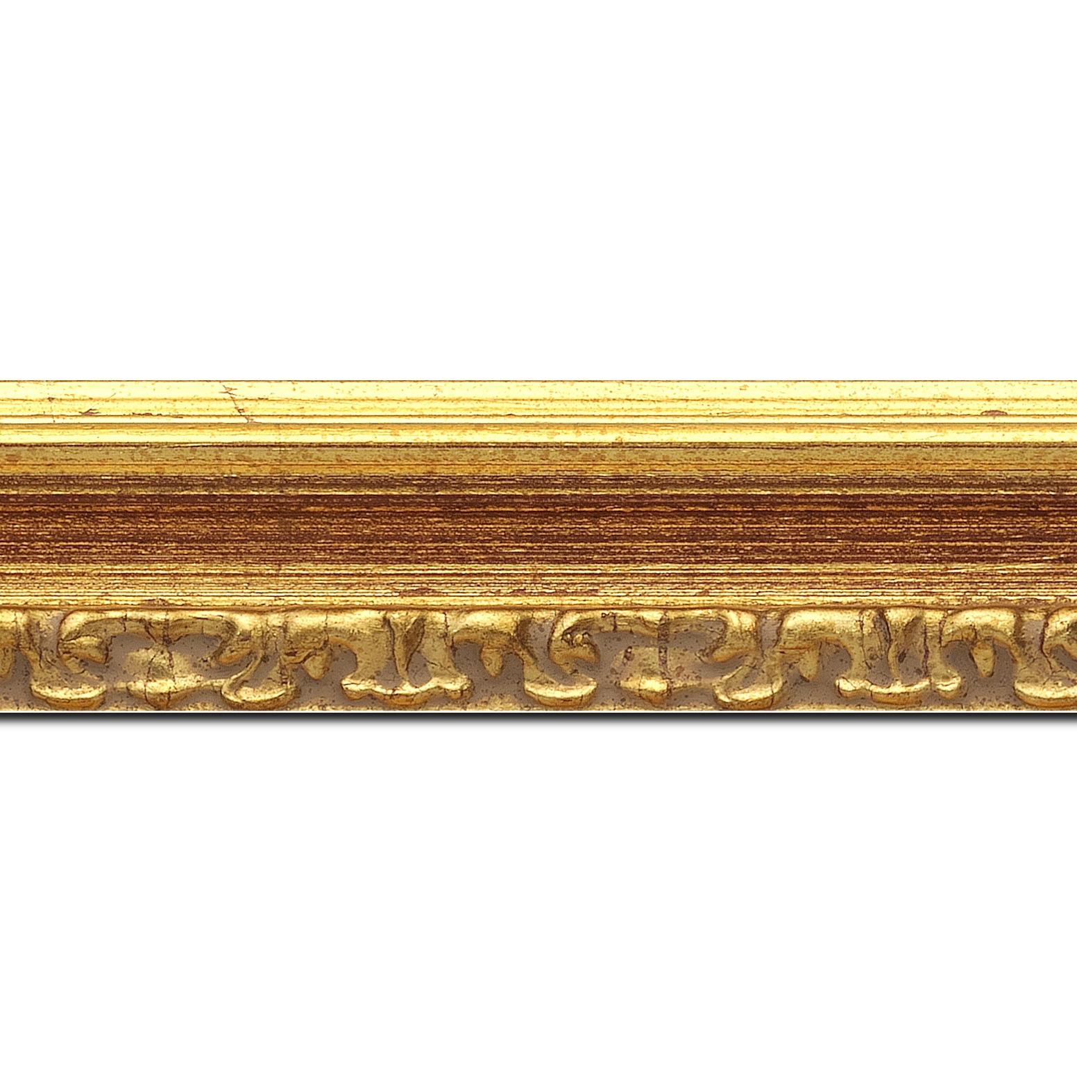 Baguette longueur 1.40m bois profil incurvé largeur 5.1cm couleur or patiné à la feuille gorge bordeaux fond or nez ornement